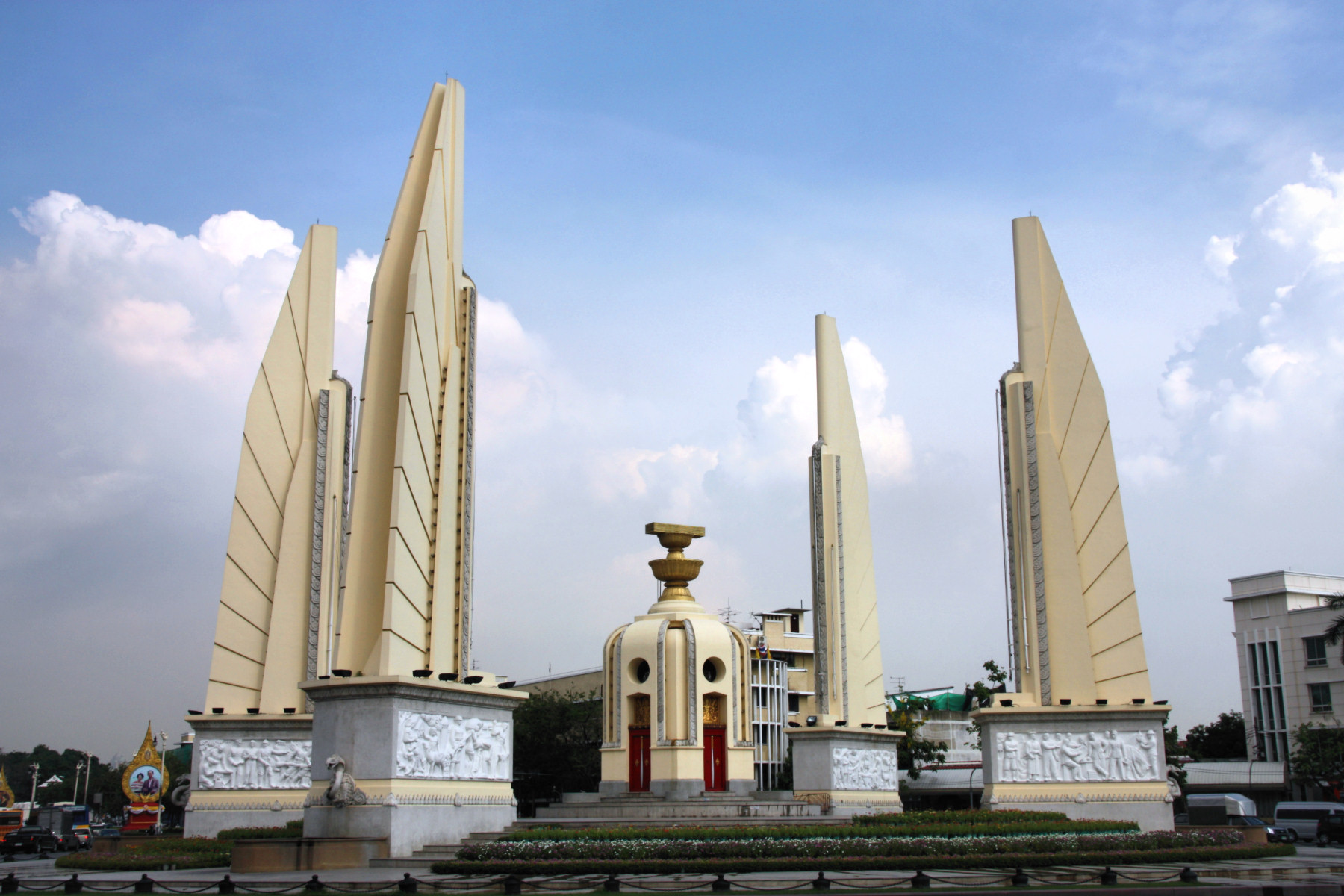 Monument in bangkok photo