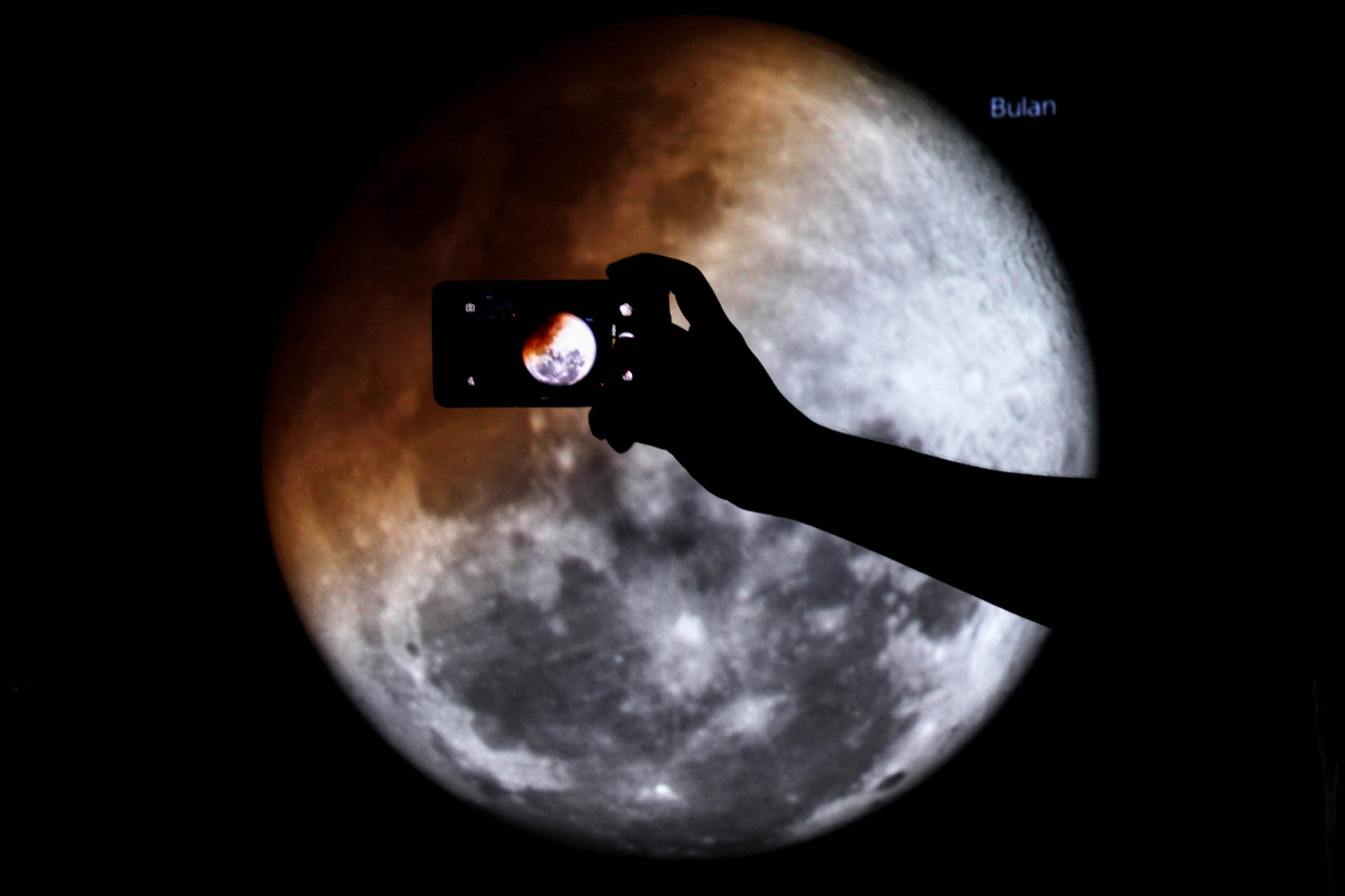 4G Network on the Moon: Vodaphone, Nokia Project Has a Point   Fortune