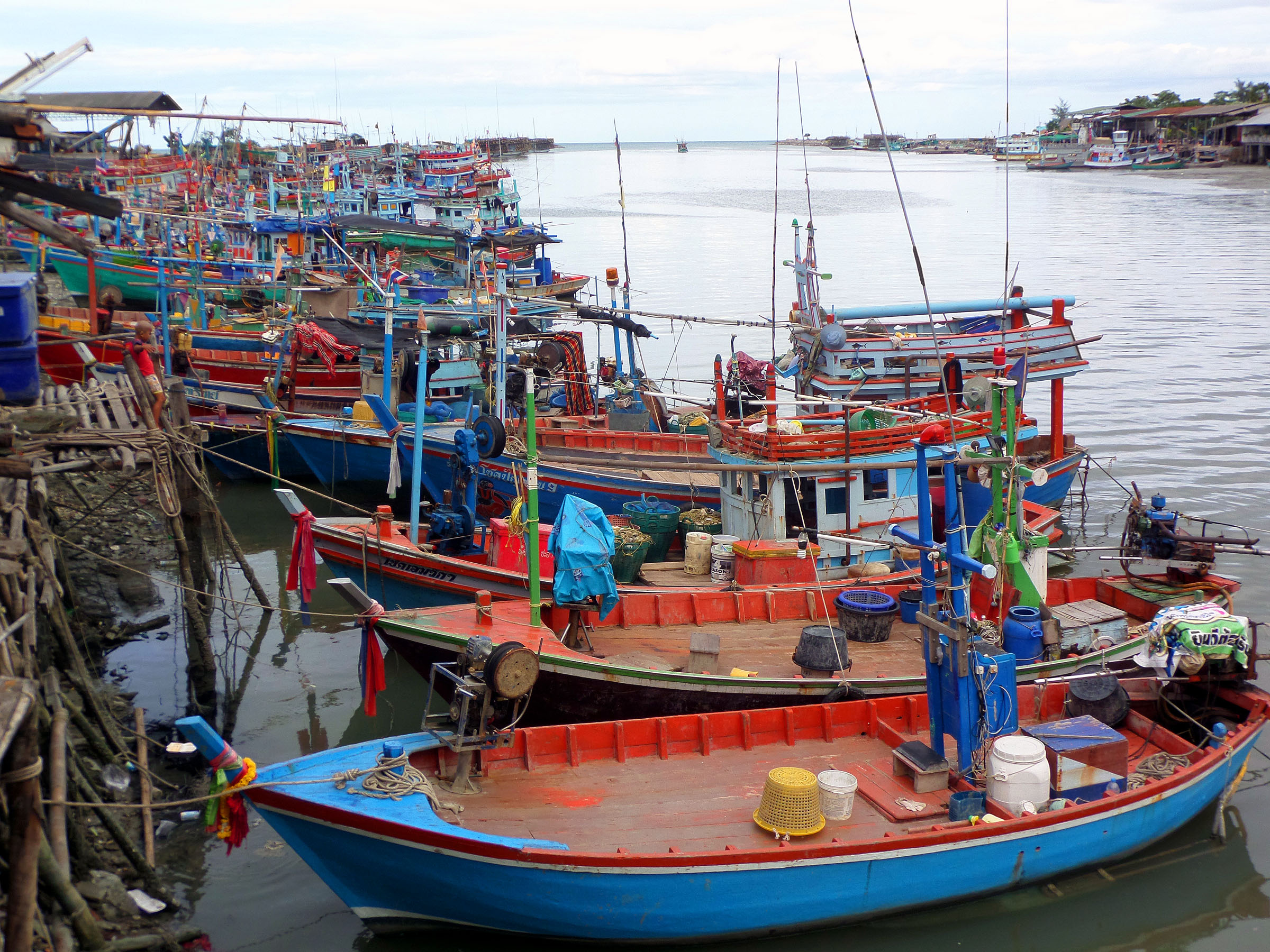 Moored Thai fishing boats, Beach, Boats, Chaam, Fishing, HQ Photo
