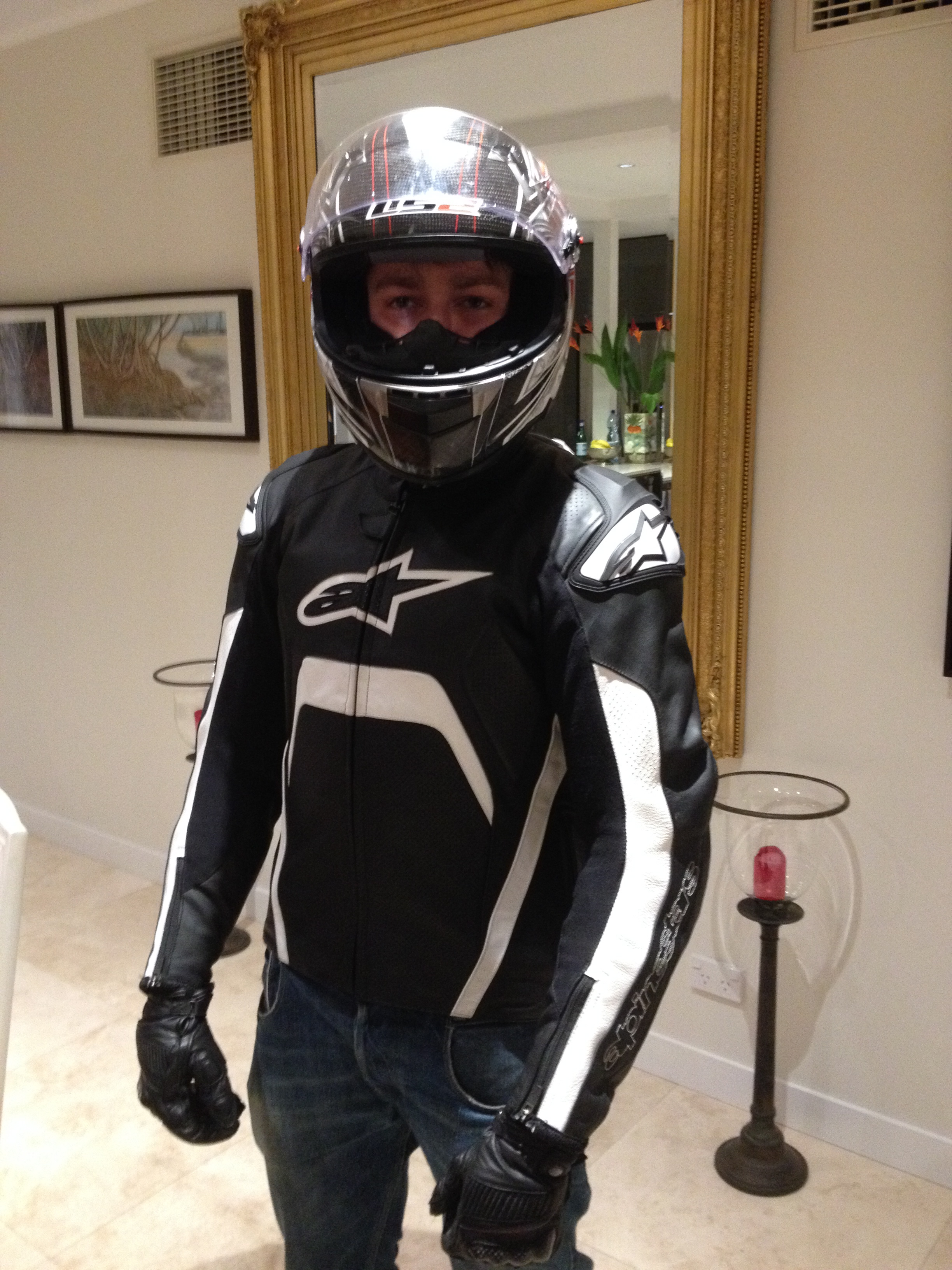 File:Motorcyclist in protective clothing front.JPG - Wikimedia Commons