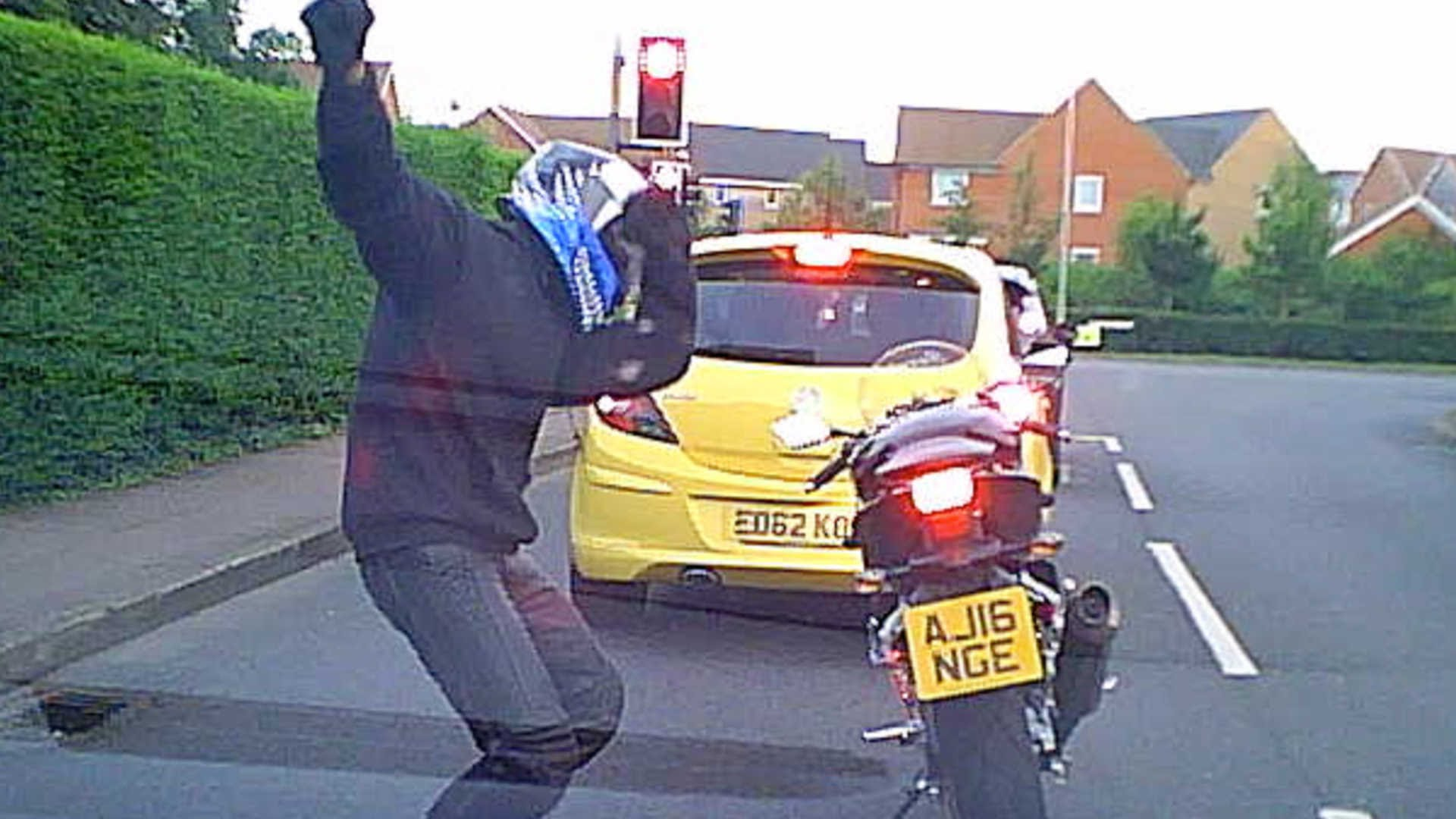 Motorcyclist Dances At Traffic Lights - YouTube