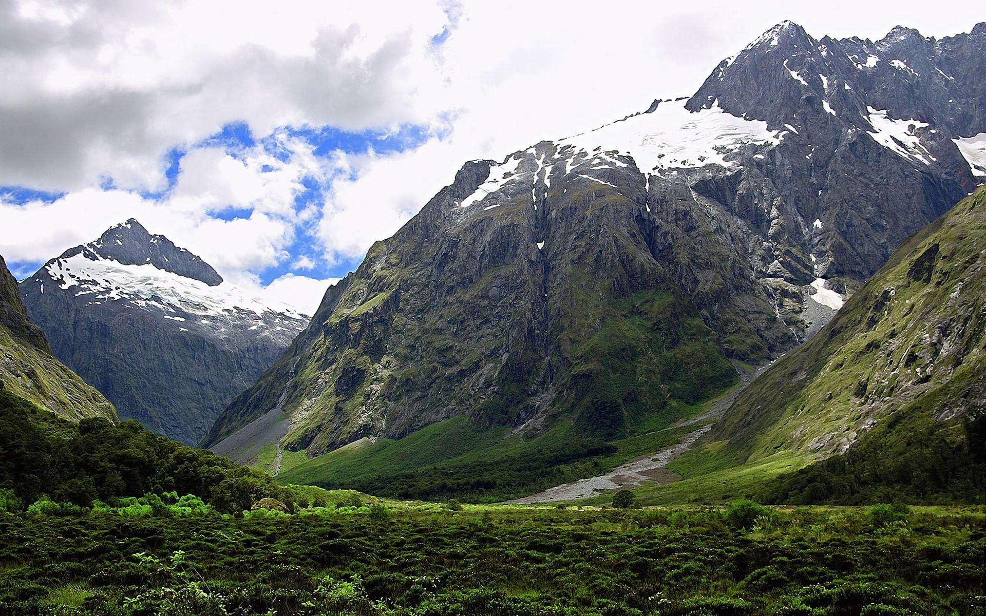 Roundup: 20 Excellent Mountain Landscape Wallpapers | CrispMe