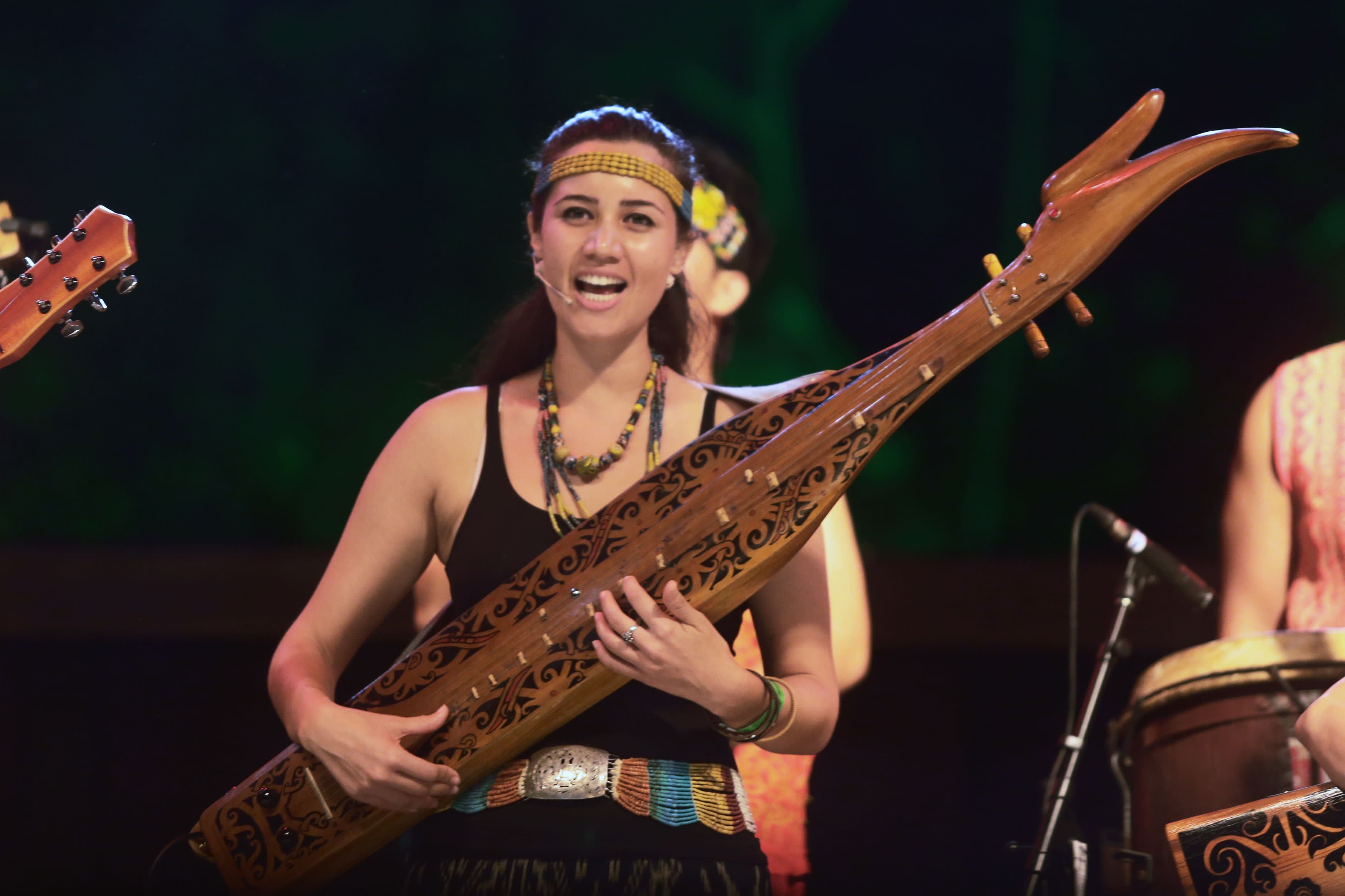 Malaysian musician enchants audiences with the lovely 'sape ...