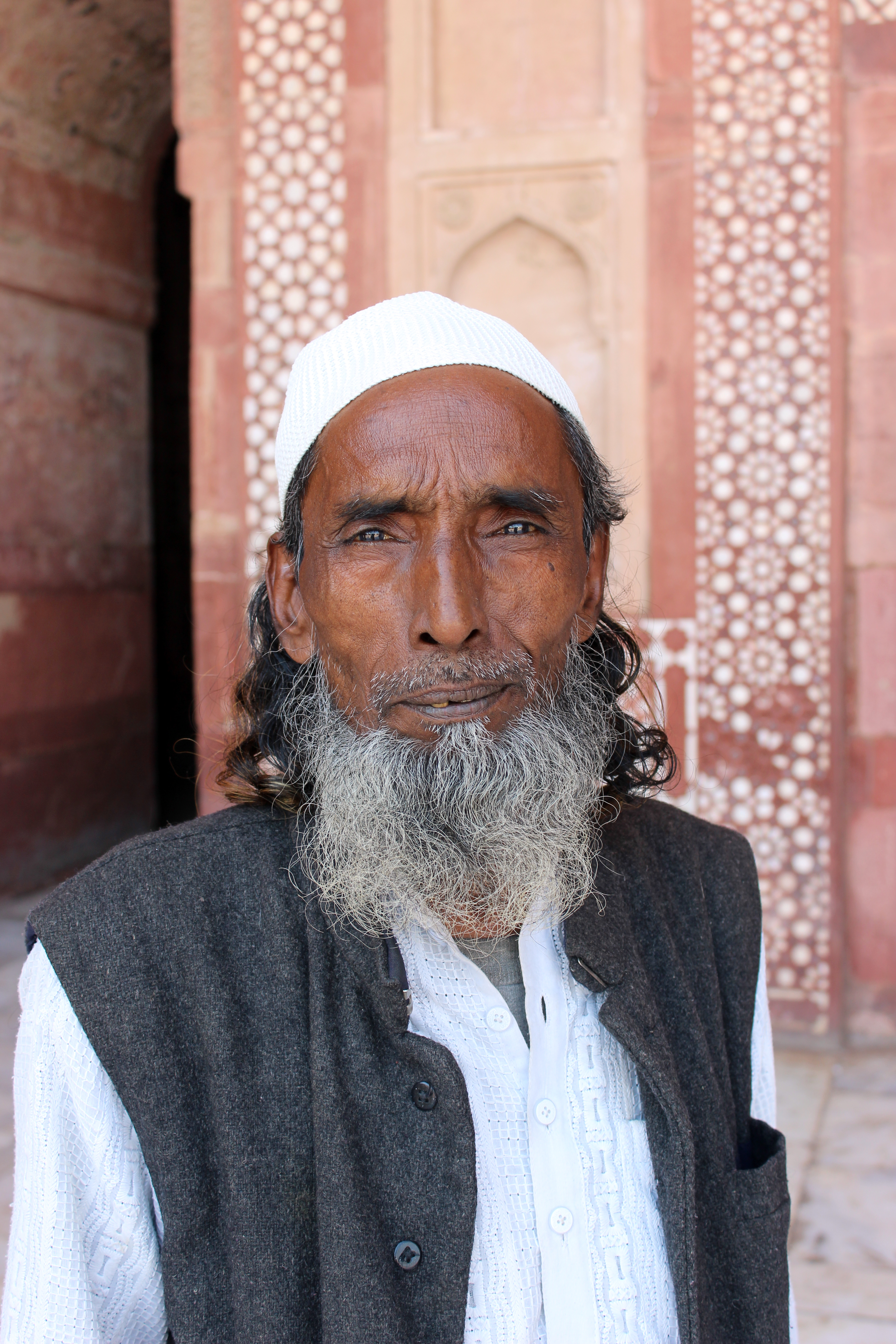File:Old Muslim man 1 in India.jpg - Wikimedia Commons