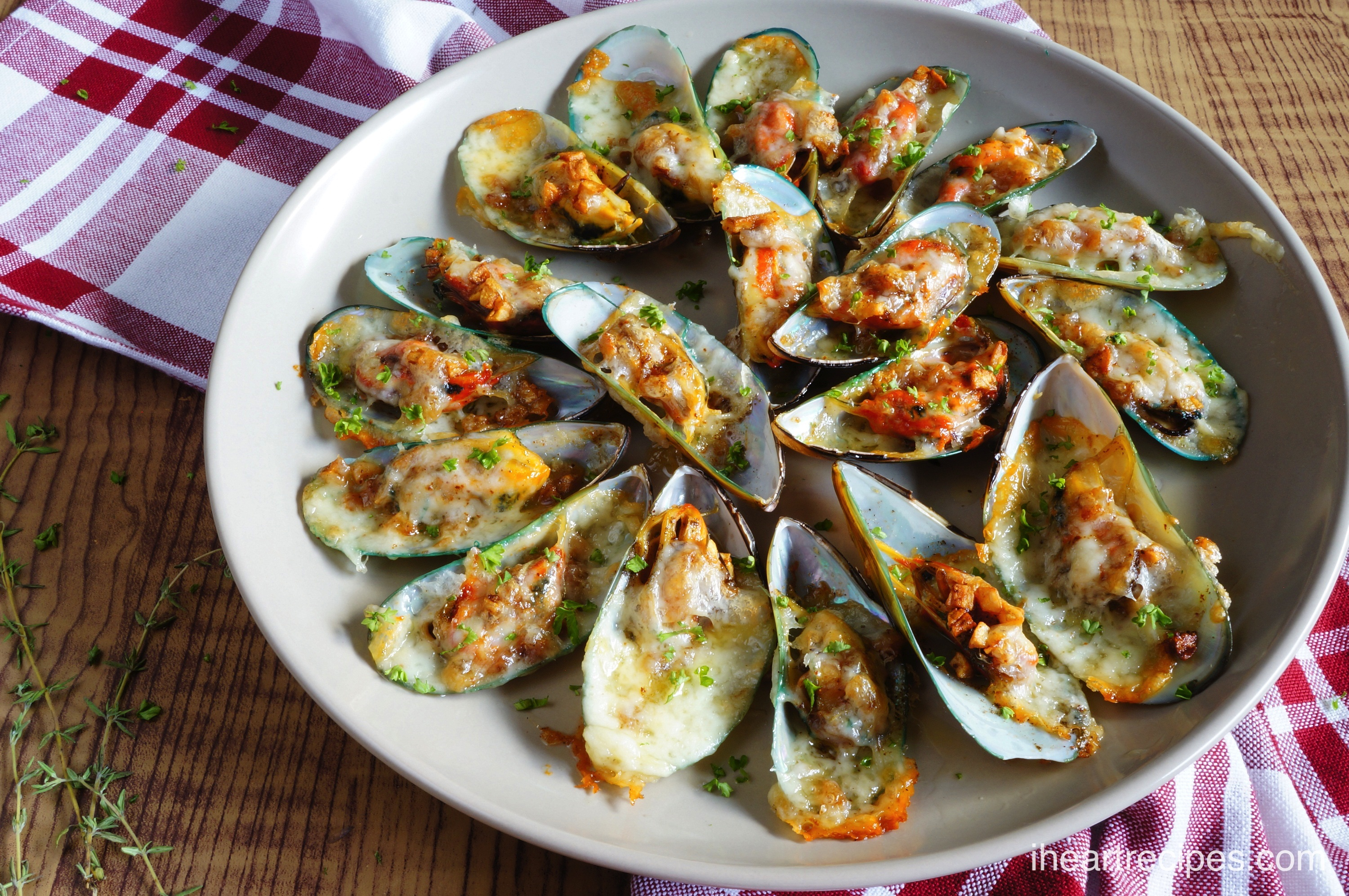 Cheese Garlic Mussels | I Heart Recipes
