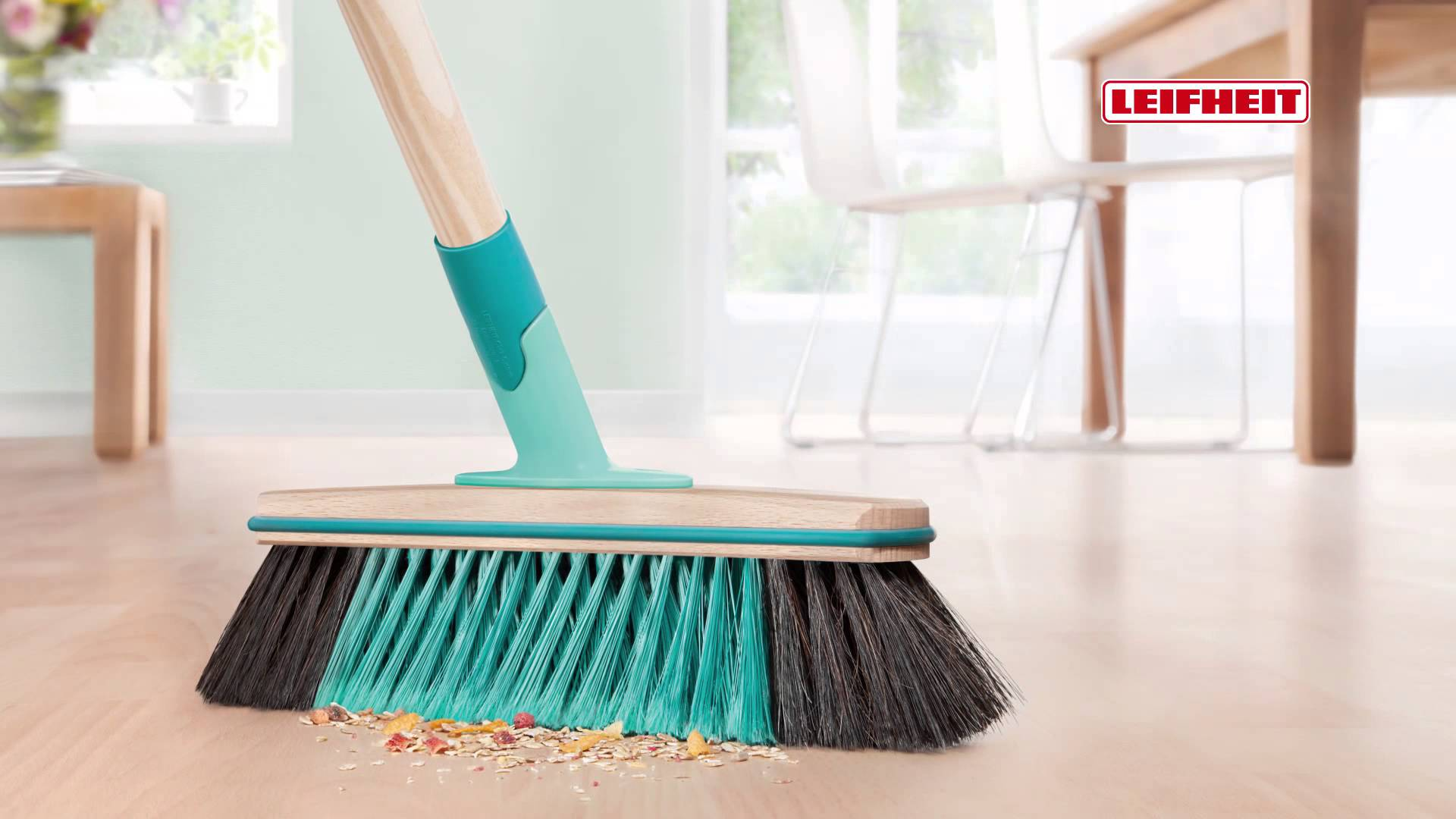 Leifheit Xtra Clean - the new brooms from Leifheit with unique X ...