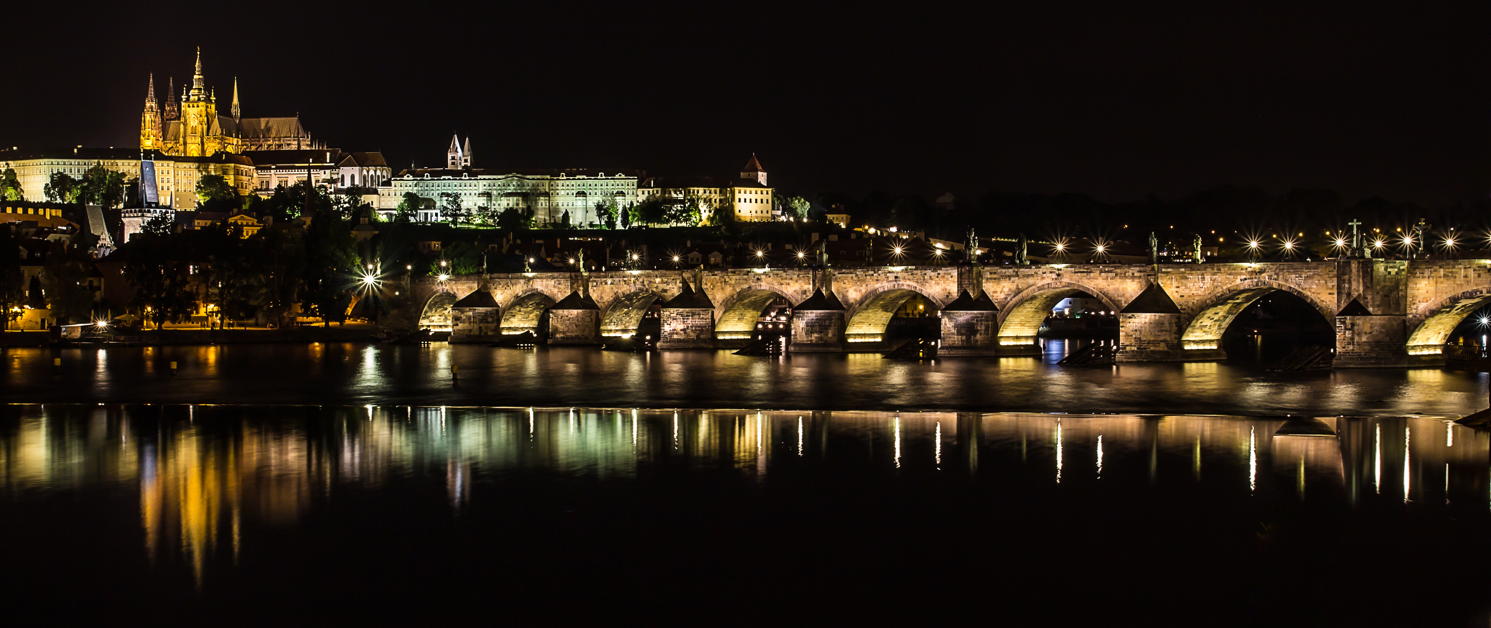 File:Charles Bridge at night - Prague 01.jpg - Wikimedia Commons