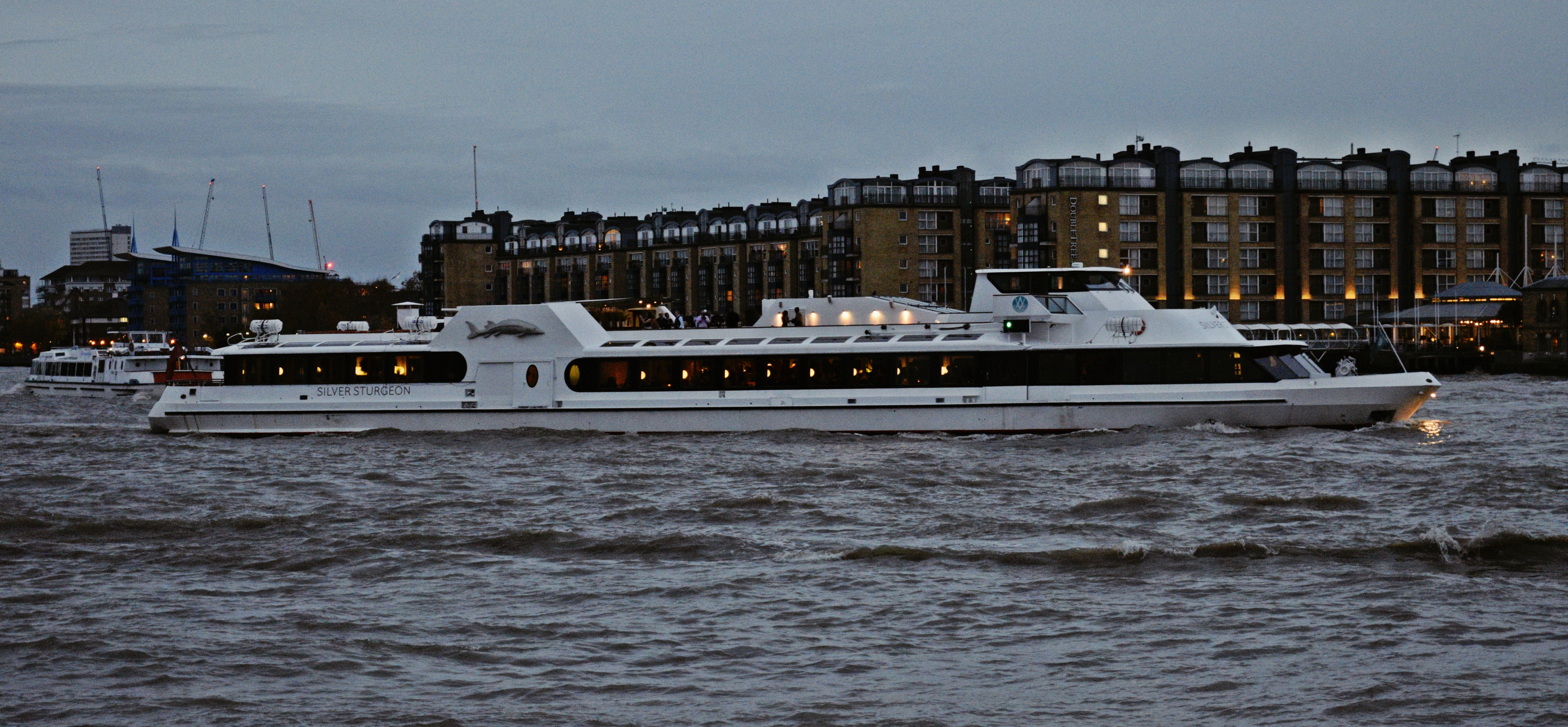 Night life on the River Thames, Boats, Canary, London, Night, HQ Photo