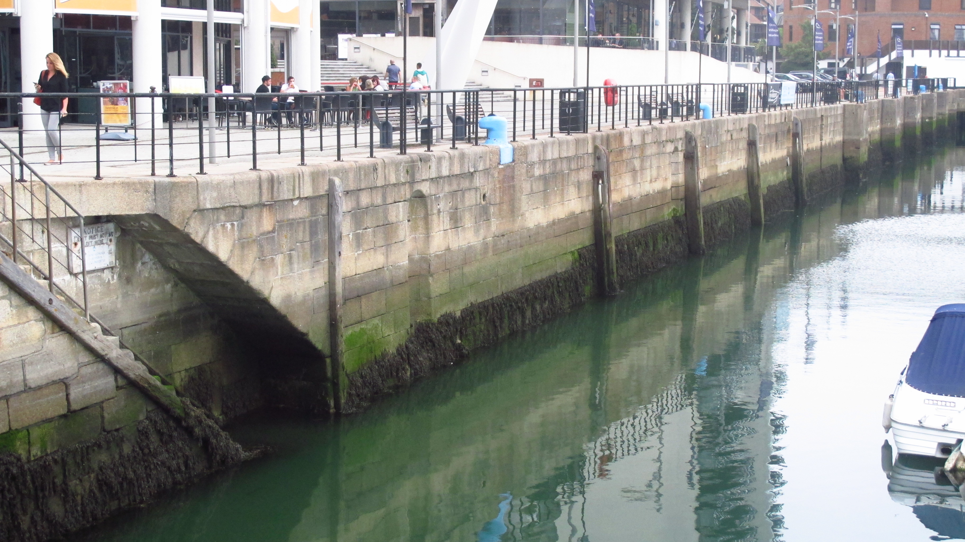 File:Dock Basin Wall Ocean Village Southampton.JPG - Wikimedia Commons
