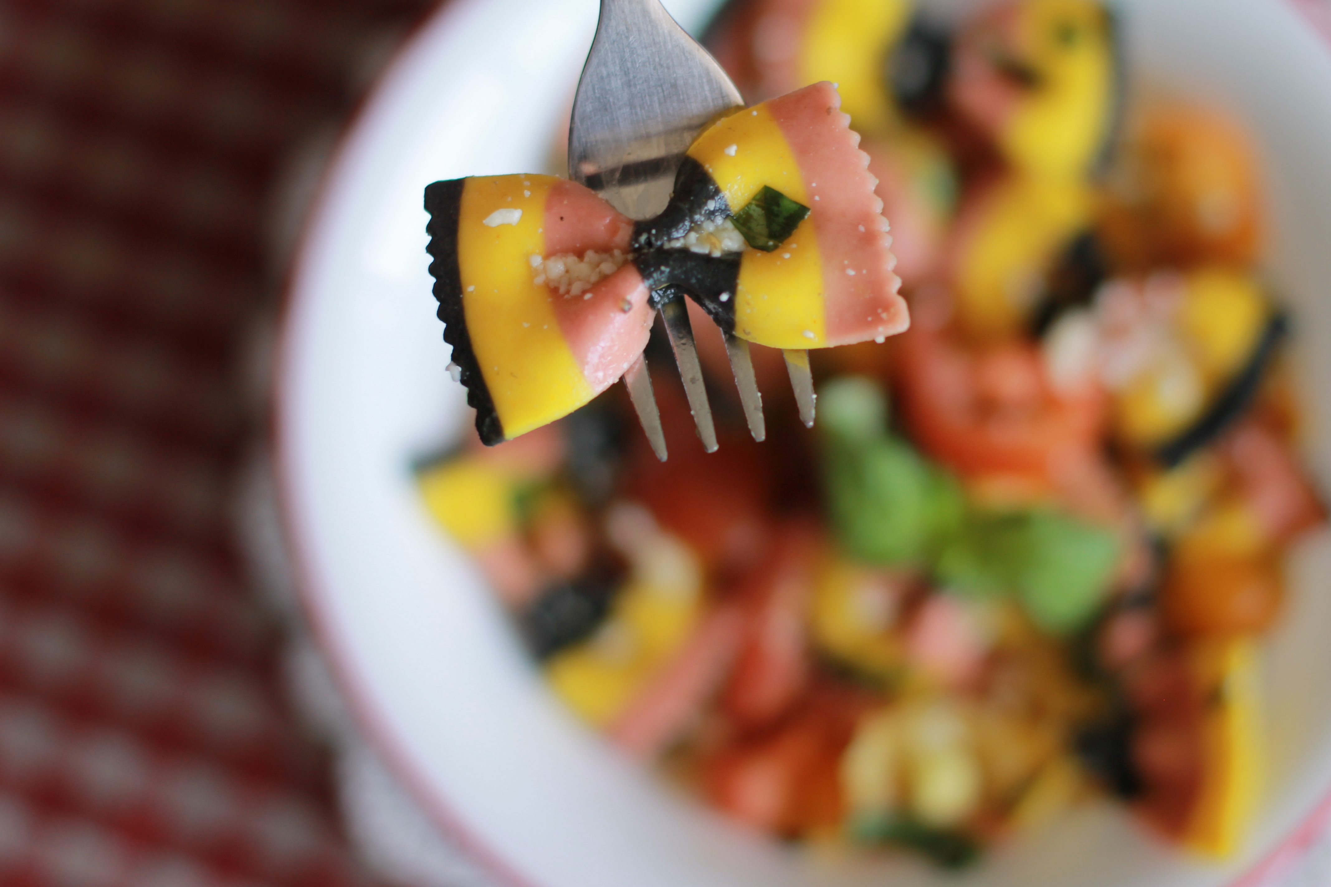 Cooking for One: Colourful Heirloom Tomato and Basil Pasta Salad ...
