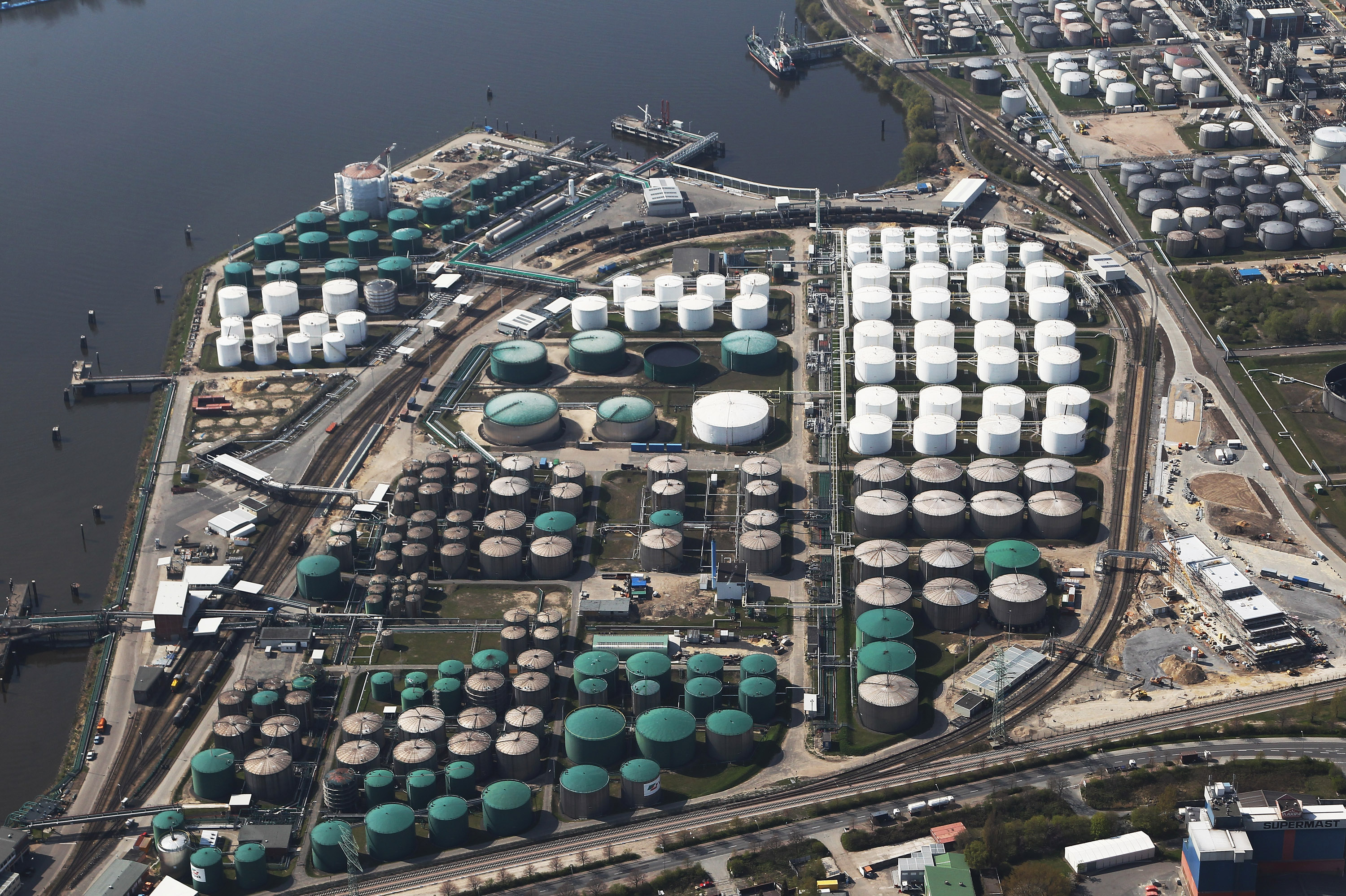 Oil Storage in US Close to Running Out « Breaking Energy - Energy ...