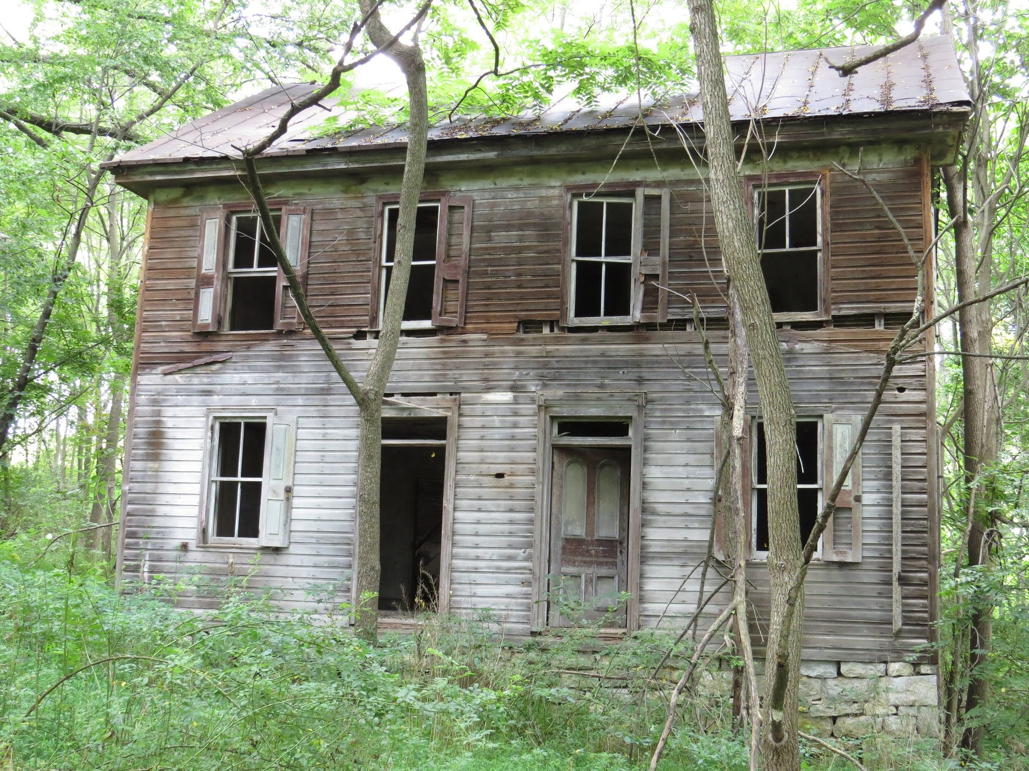 A beautiful old Abandoned house in the woods - YouTube