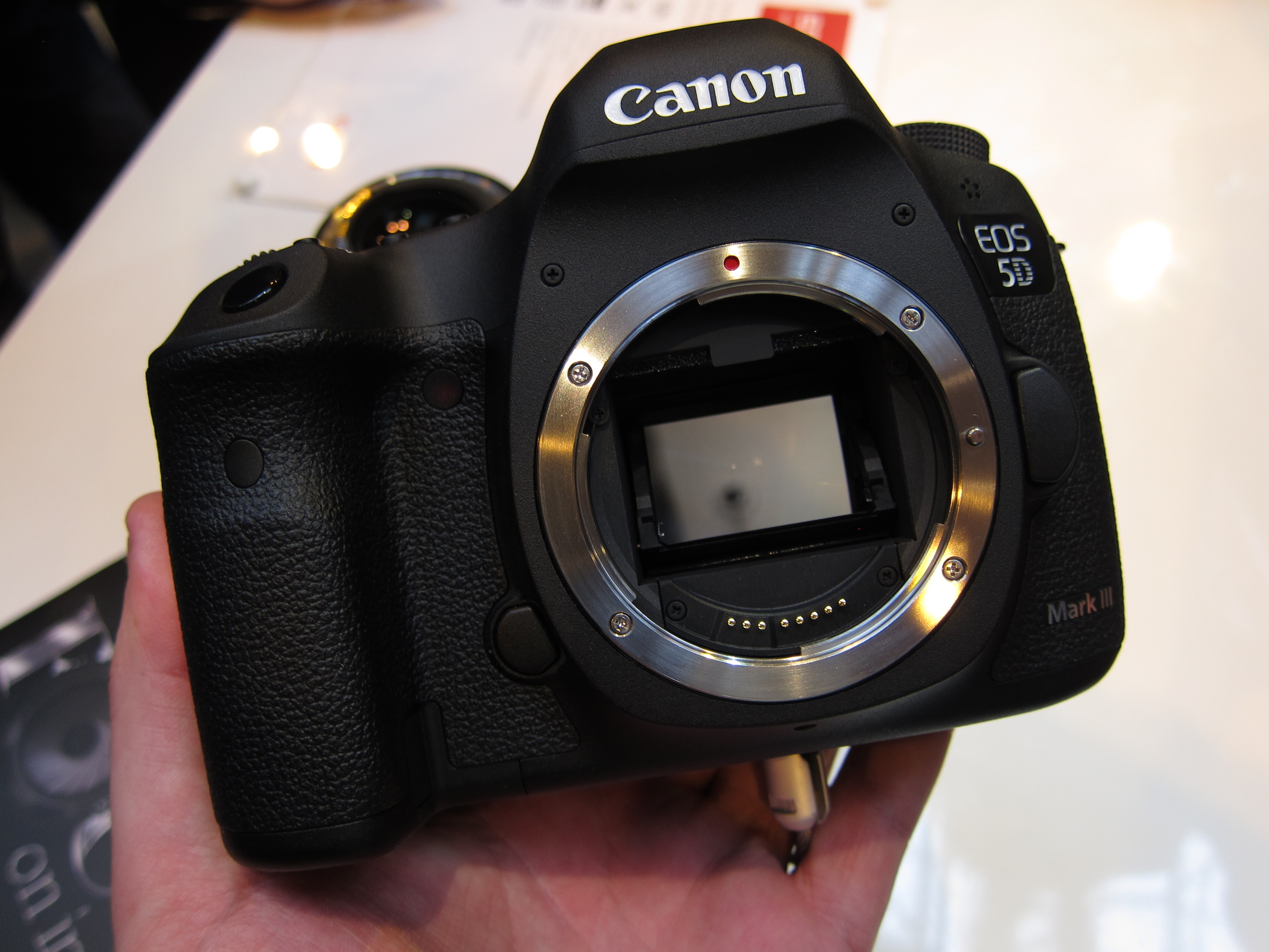 Canon EOS 5D Mark III Hands-On Preview with C300