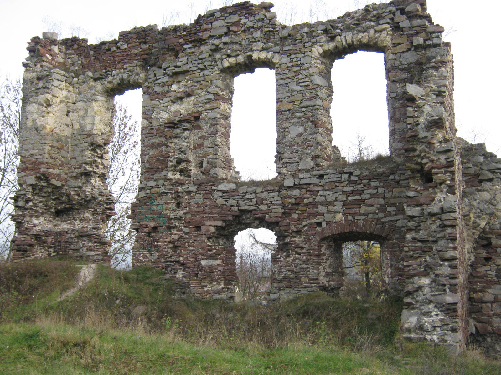 File:Old castle. Ruins of the palace. Buchach.26.10.2013..jpg ...