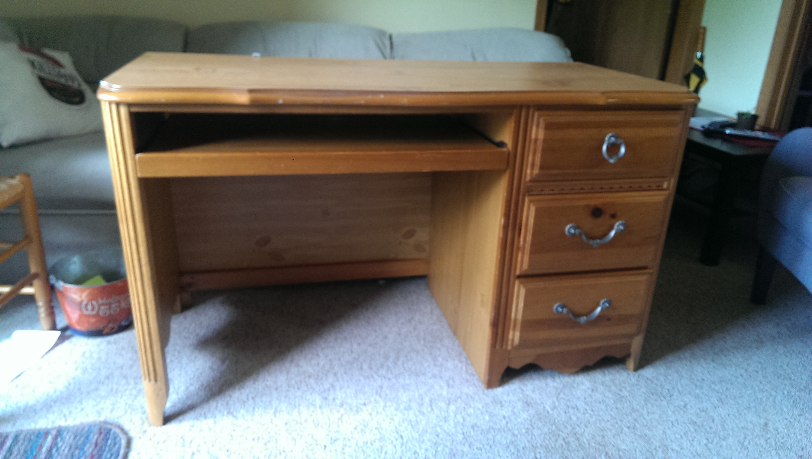Update an old desk and chair – DIY Guy
