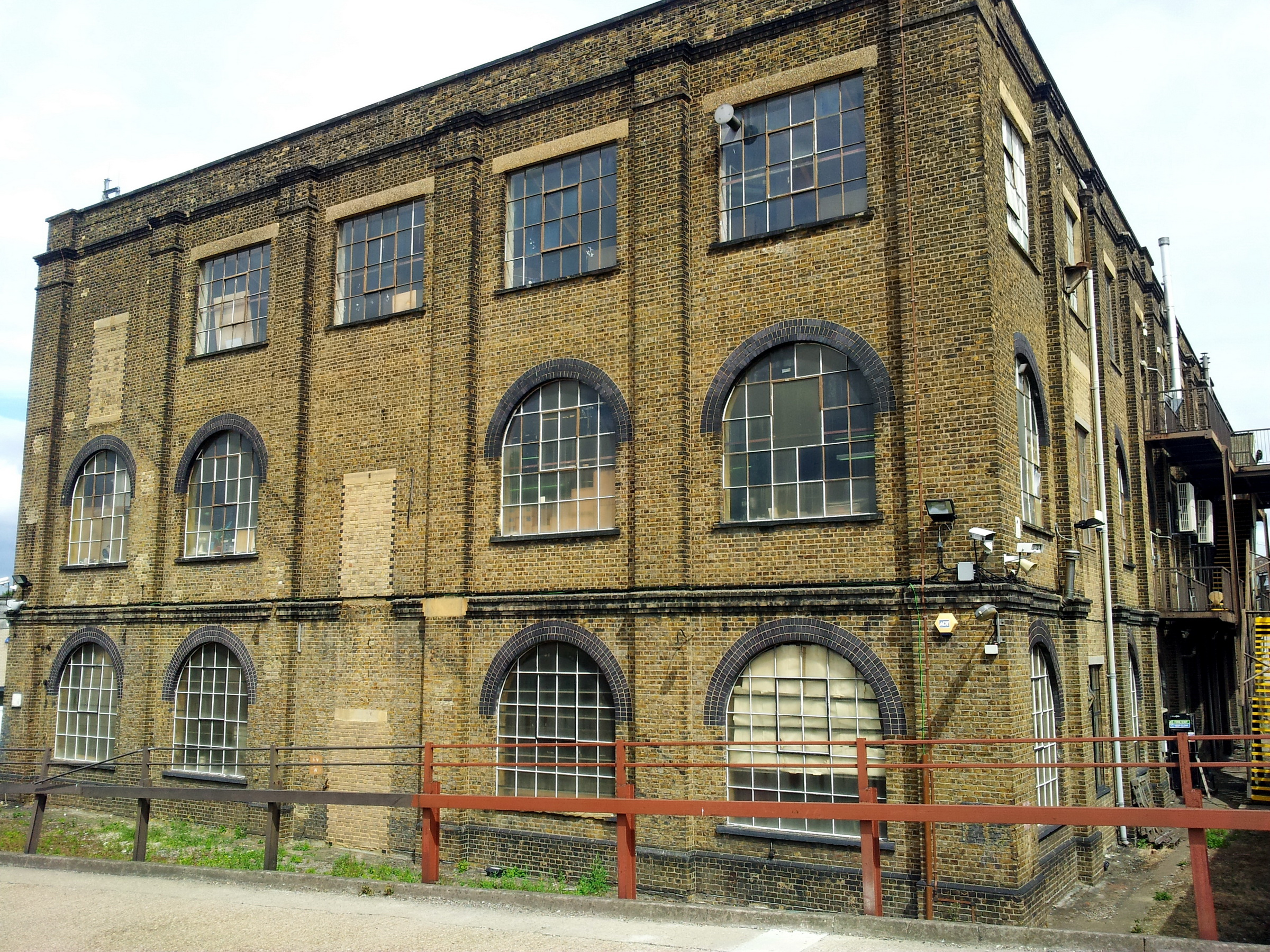 File:London, Woolwich Dockyard, old factory building 1.jpg ...