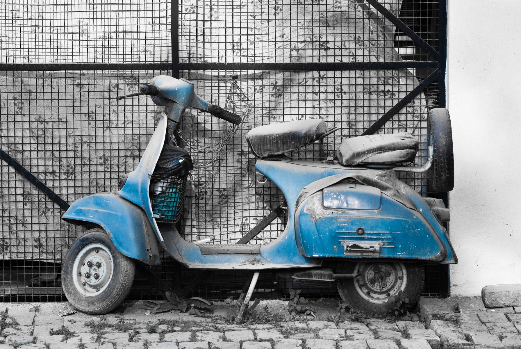 Old scooter photo