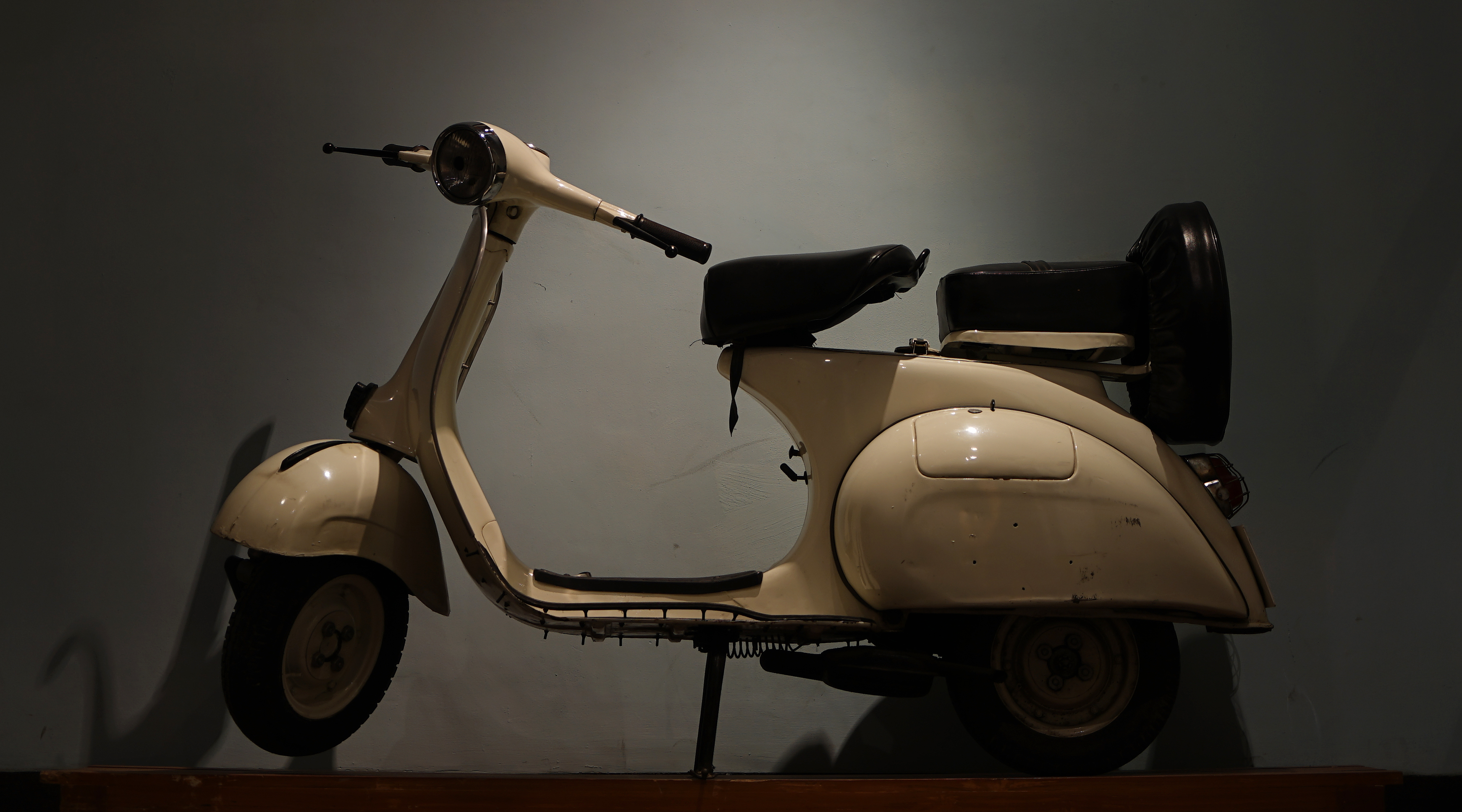 OLD MODEL SCOOTER | Professional Photography Community Website Online