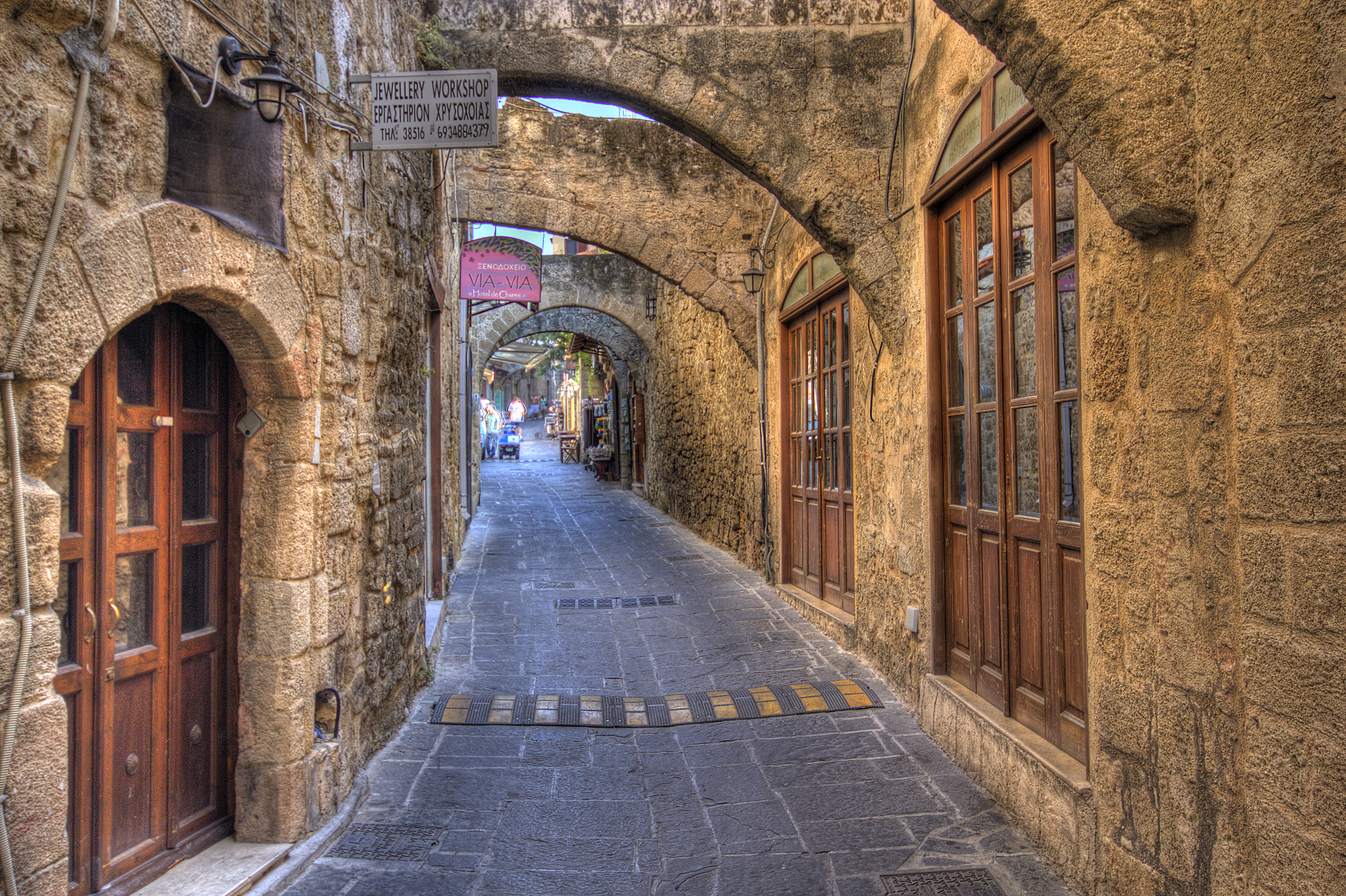 Old town in Rhodes | HDR creme