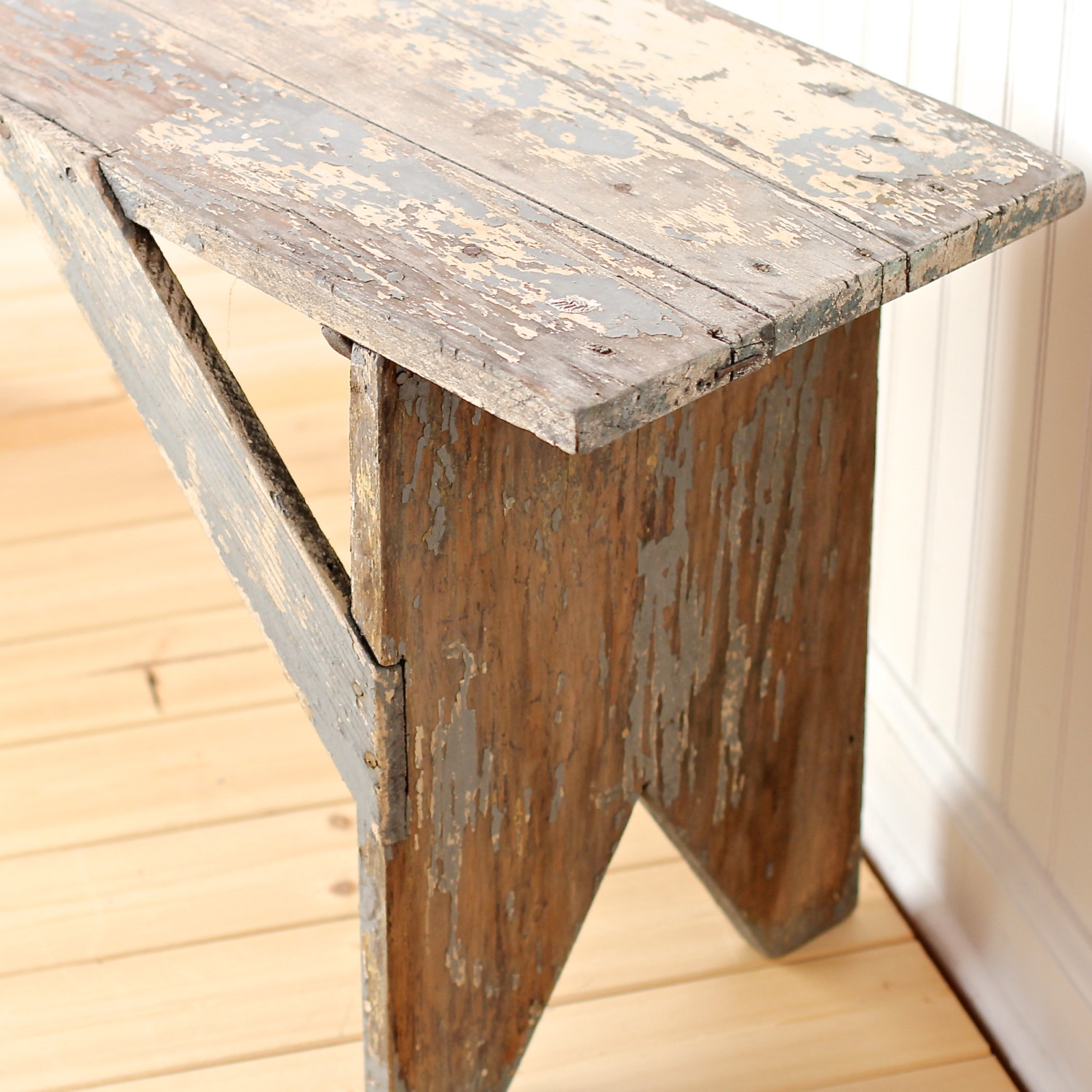 Genial Old Wooden Bench