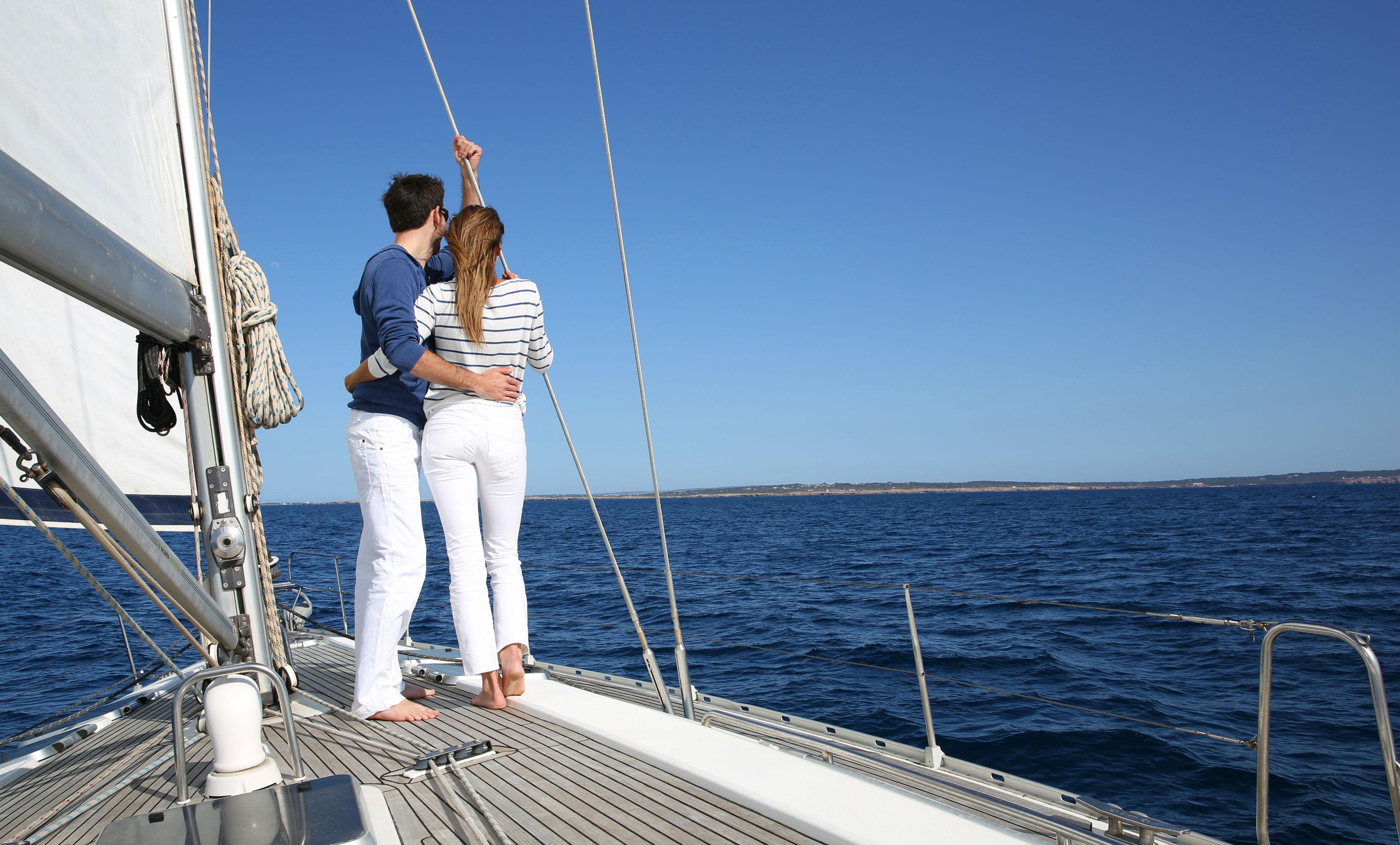 romantic-couple-sailing-holiday - ZIZOO | Sailing Magazine
