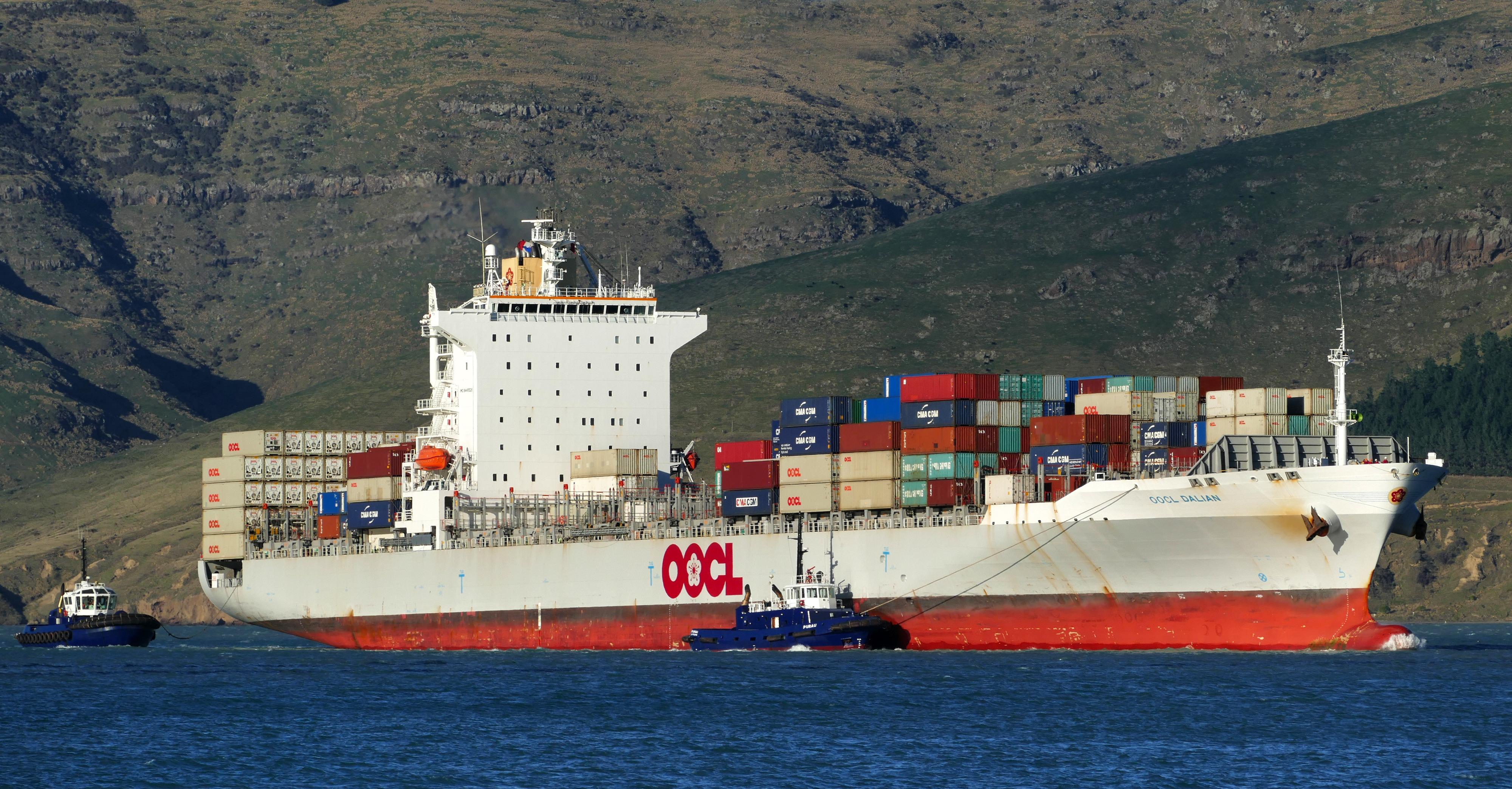 Oocl dalian.(container ship) photo