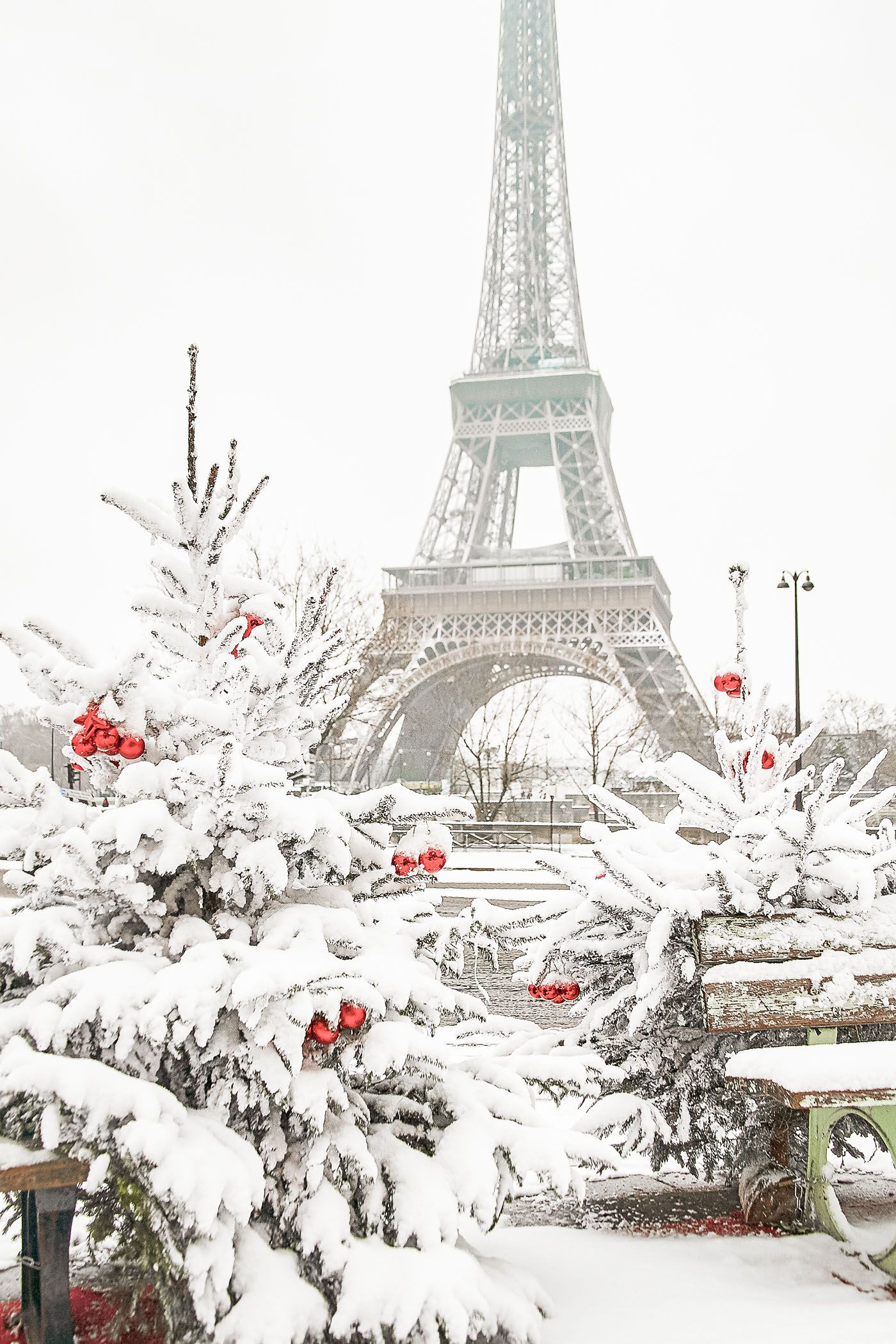 Travel Light - Pack for Winter in Paris. 20 items, 10 outfits, 1 ...