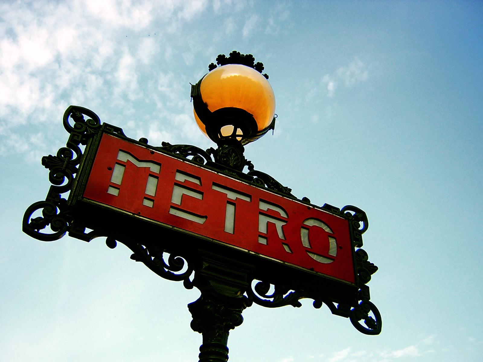 File:Paris Metro Sign.jpg - Wikimedia Commons