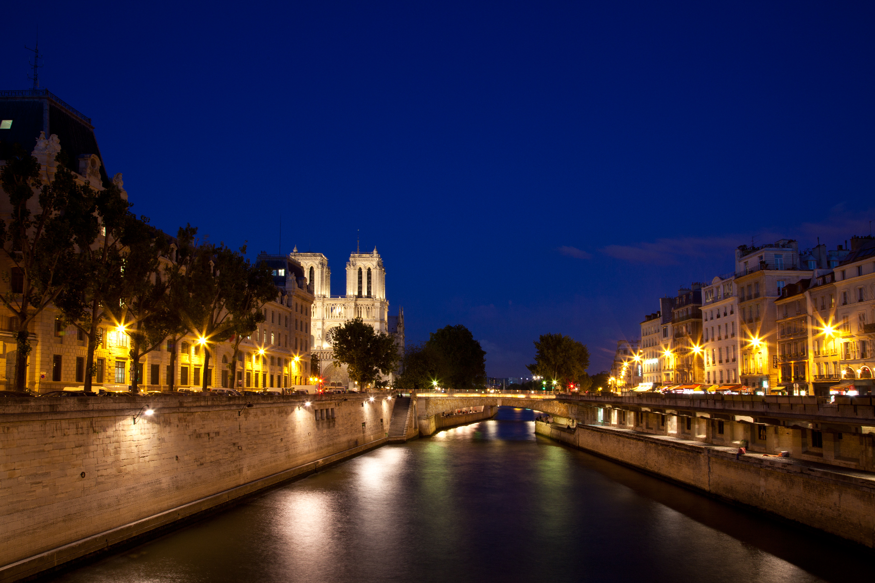 Paris sur seine twilight photo