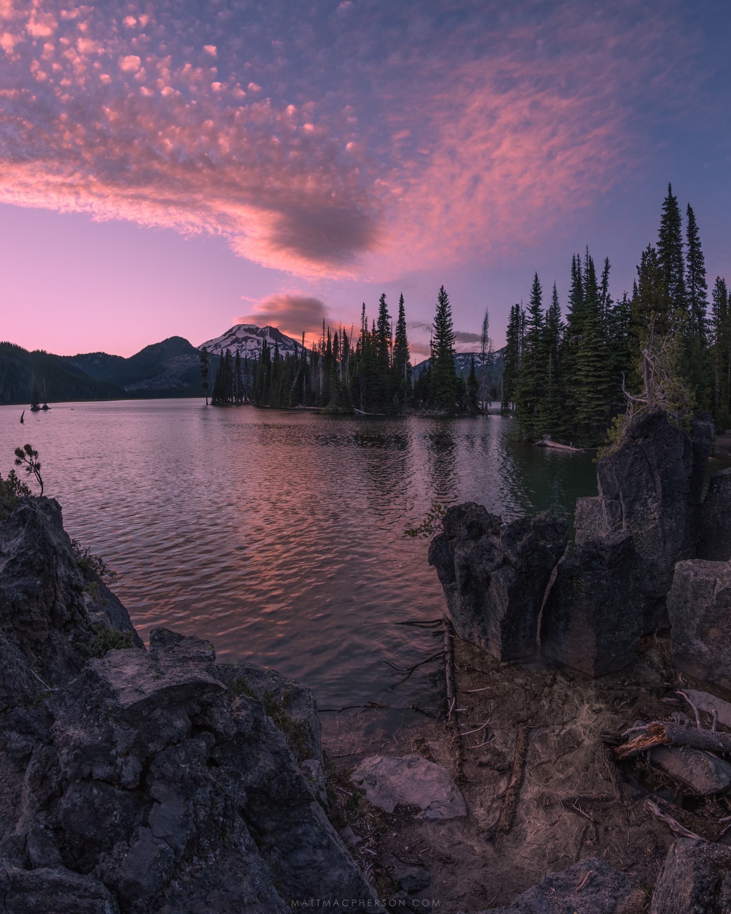 Perfect light on a perfect landscape: Sparks Lake in Oregon [OC ...