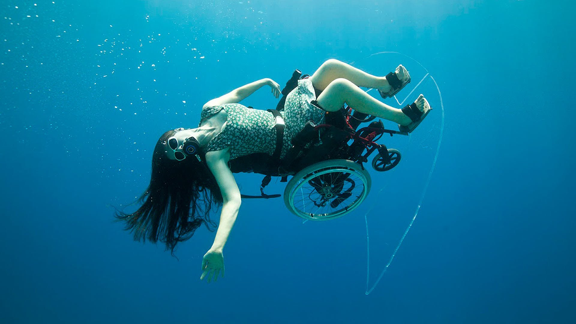 Deep sea diving ... in a wheelchair | Sue Austin - YouTube