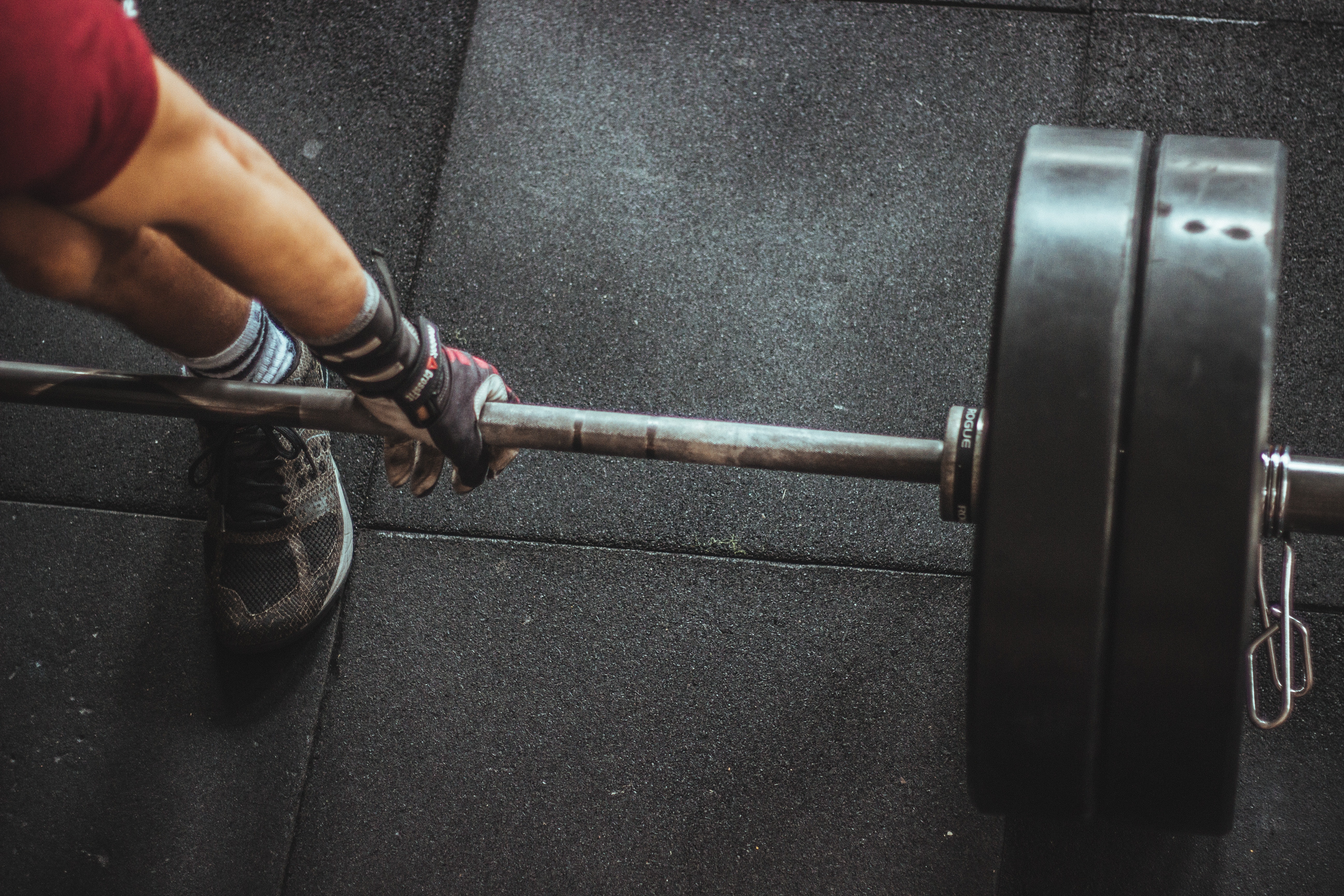 Person in Red Shirt Lifting a Barbell, Barbell, Brawny, Gym, Hand, HQ Photo