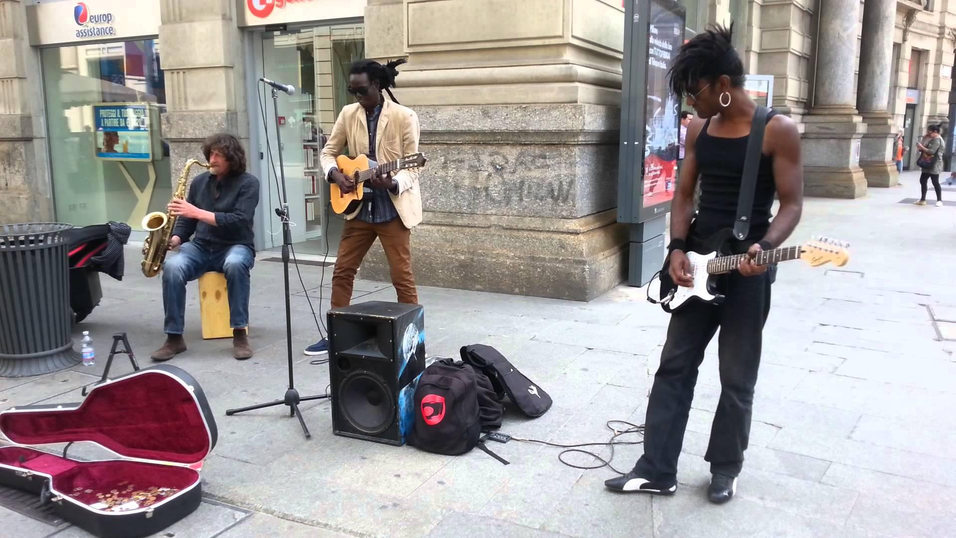 Sri lankan guy playing guitar in milan street - YouTube