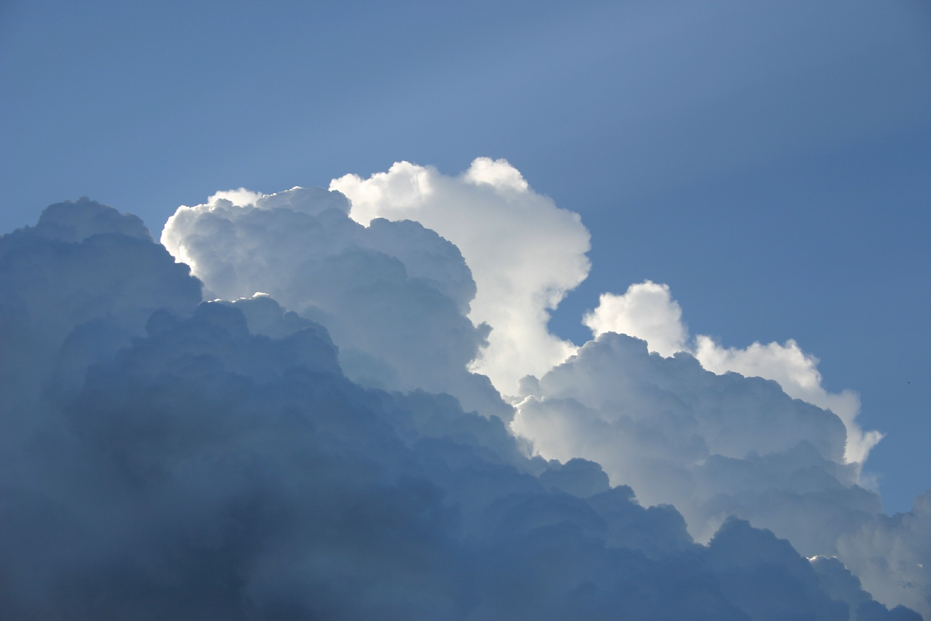 Why are clouds white? - Met Office
