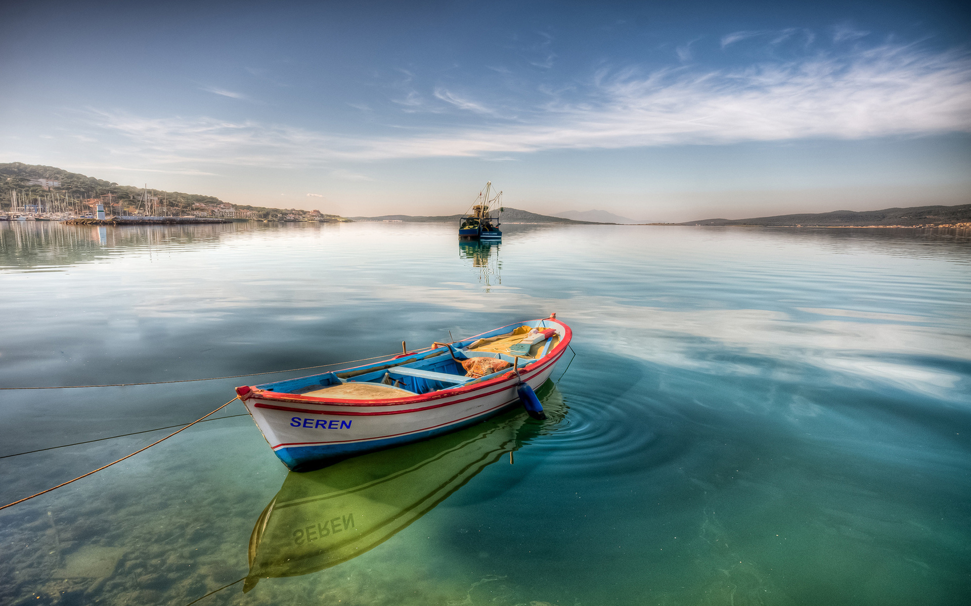 Boat named Seren / 1920 x 1200 / Water / Photography | MIRIADNA.COM