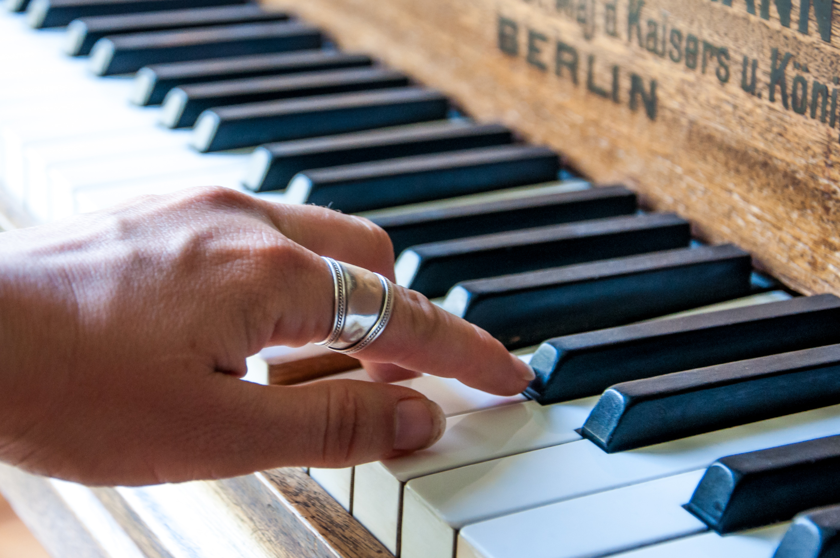 Piano player photo