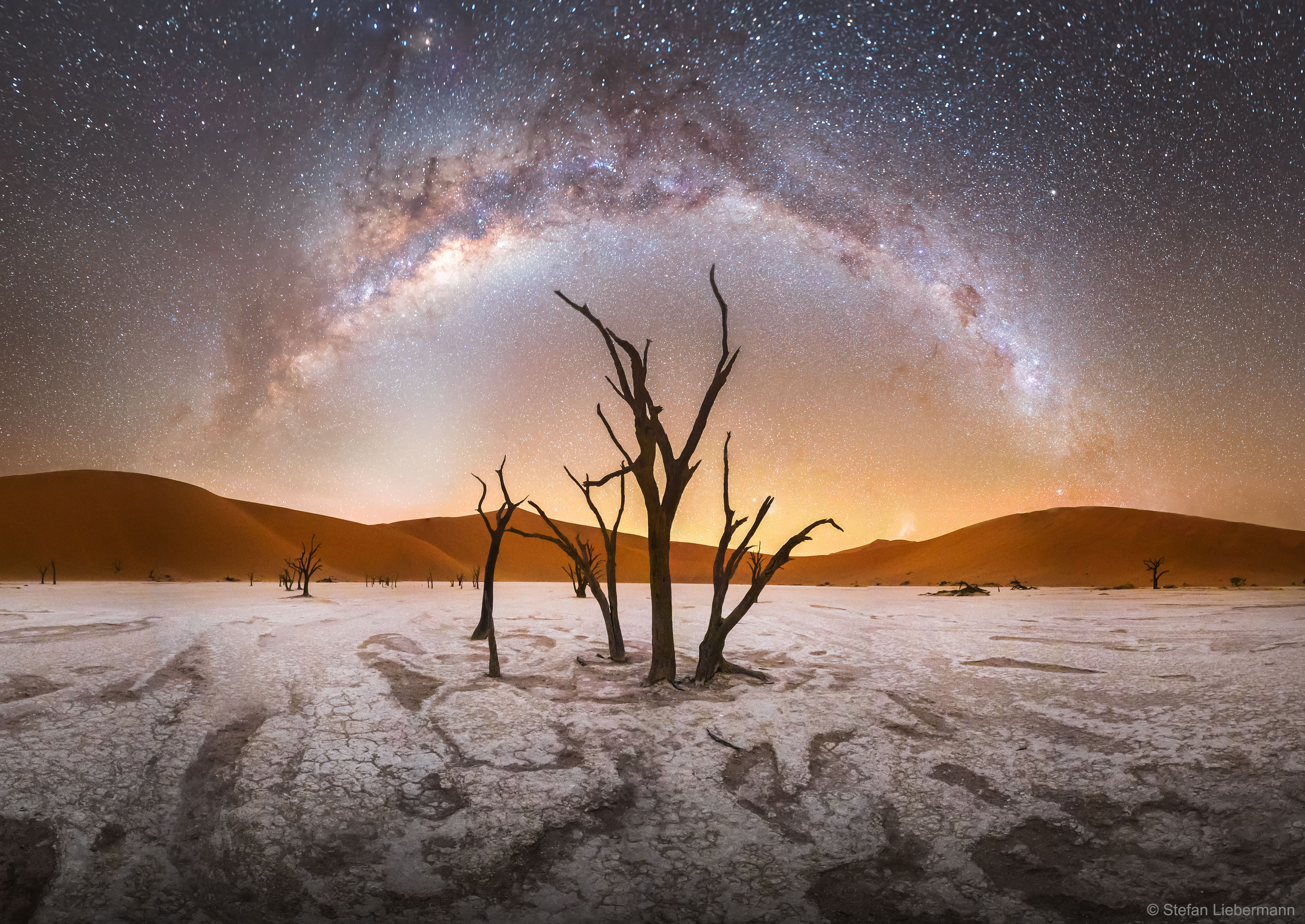 APOD: 2018 April 18 - Milky Way over Deadvlei in Namibia