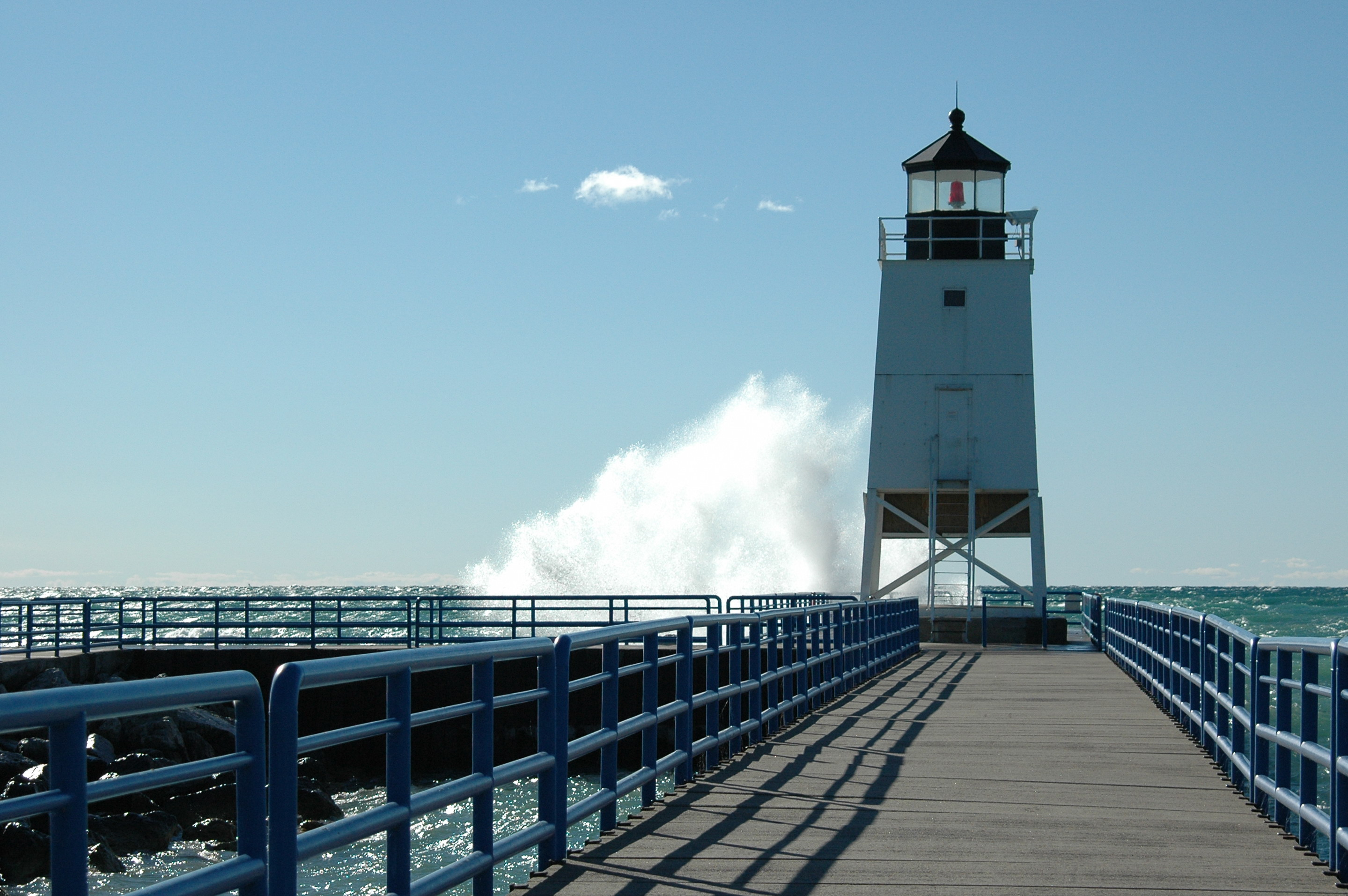 File:Charlevoix South Pier Light Station.jpg - Wikimedia Commons