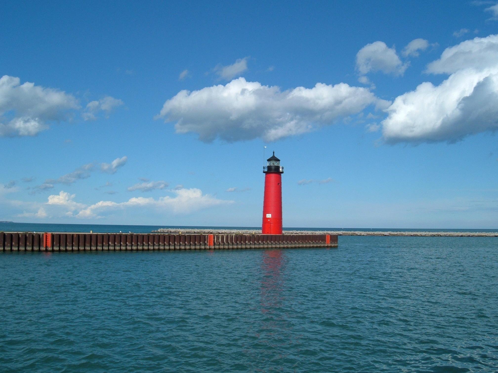 File:Kenosha North Pier Lighthouse.jpg - Wikimedia Commons