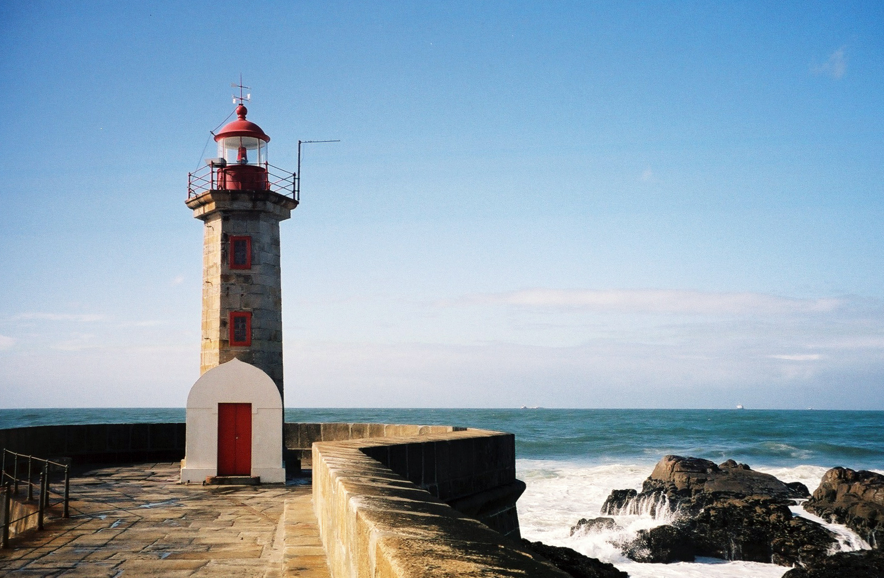 File:Felgueiras Lighthouse and Pier 3.JPG - Wikimedia Commons