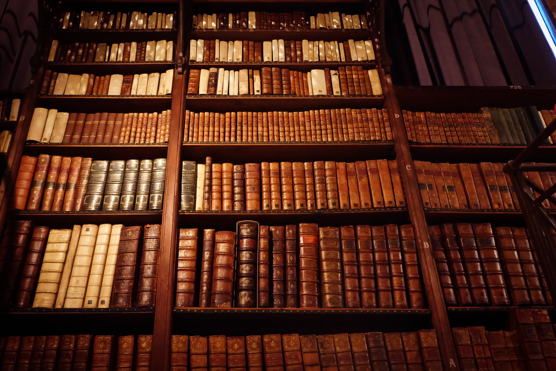 File:Pile of books.jpg - Wikimedia Commons