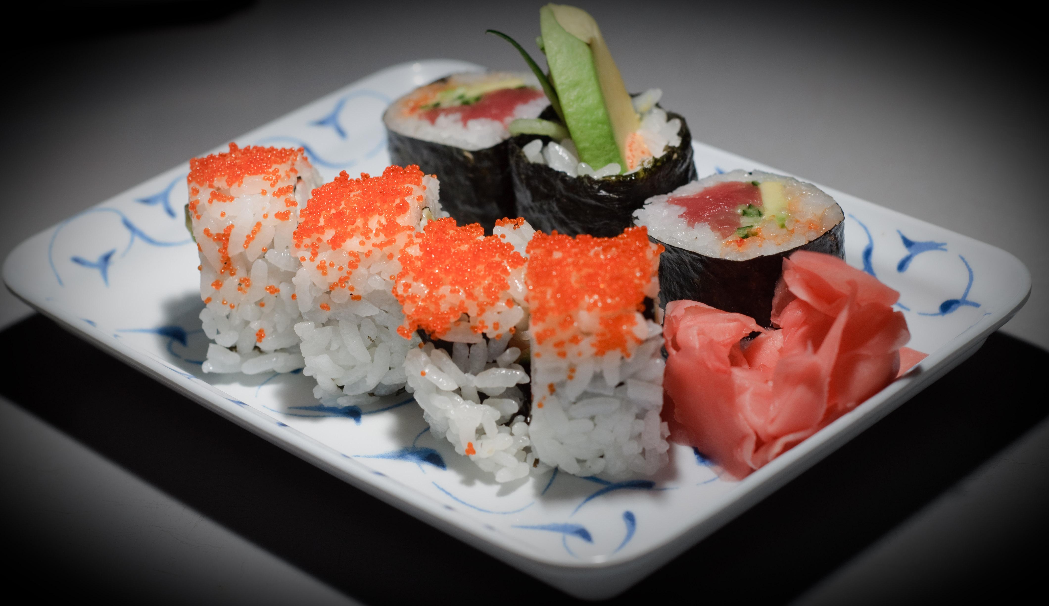 File:Grandma's birthday - sushi on rectangular plate.jpg - Wikimedia ...