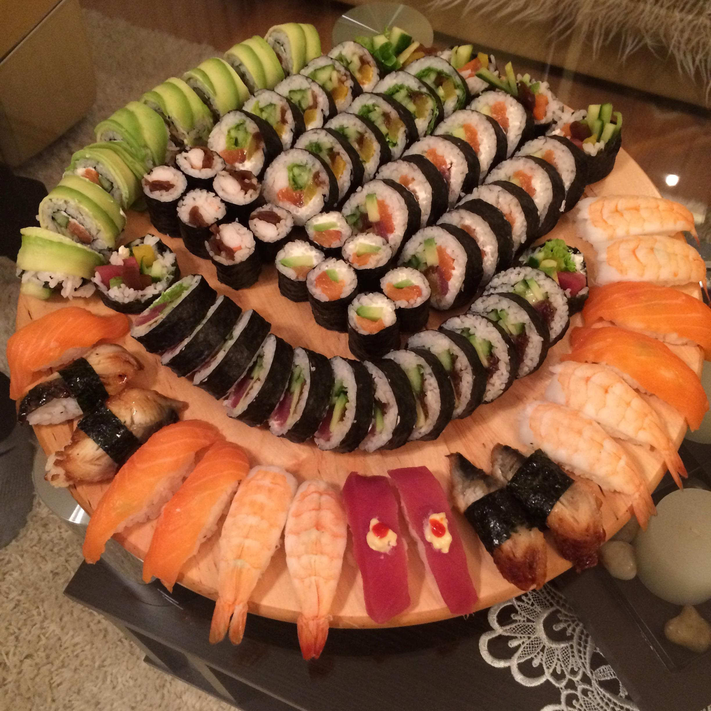 Homemade] Sushi plate I made with my SO. : food