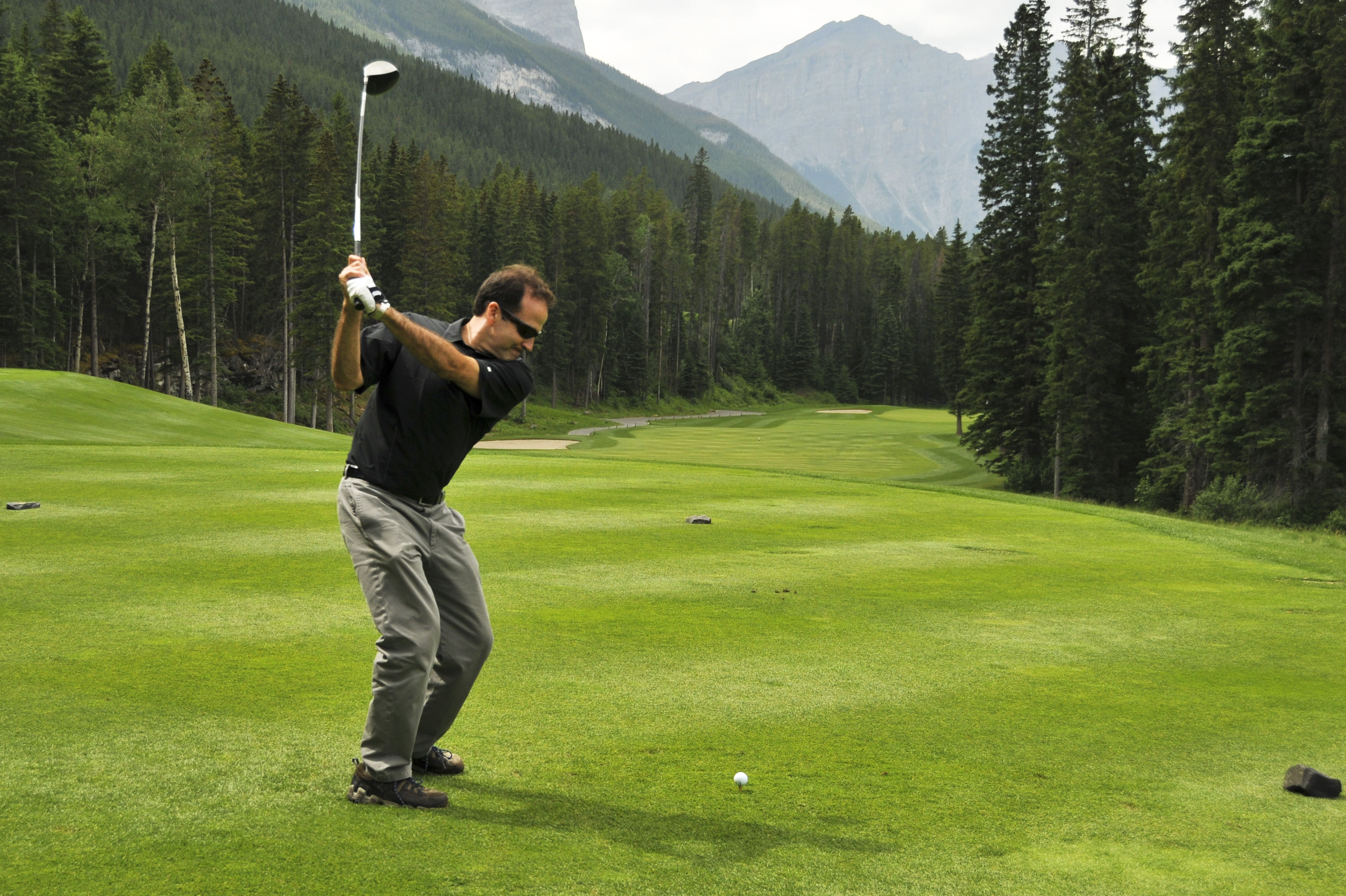 Do Singles Have the Right to Play Through in Golf?