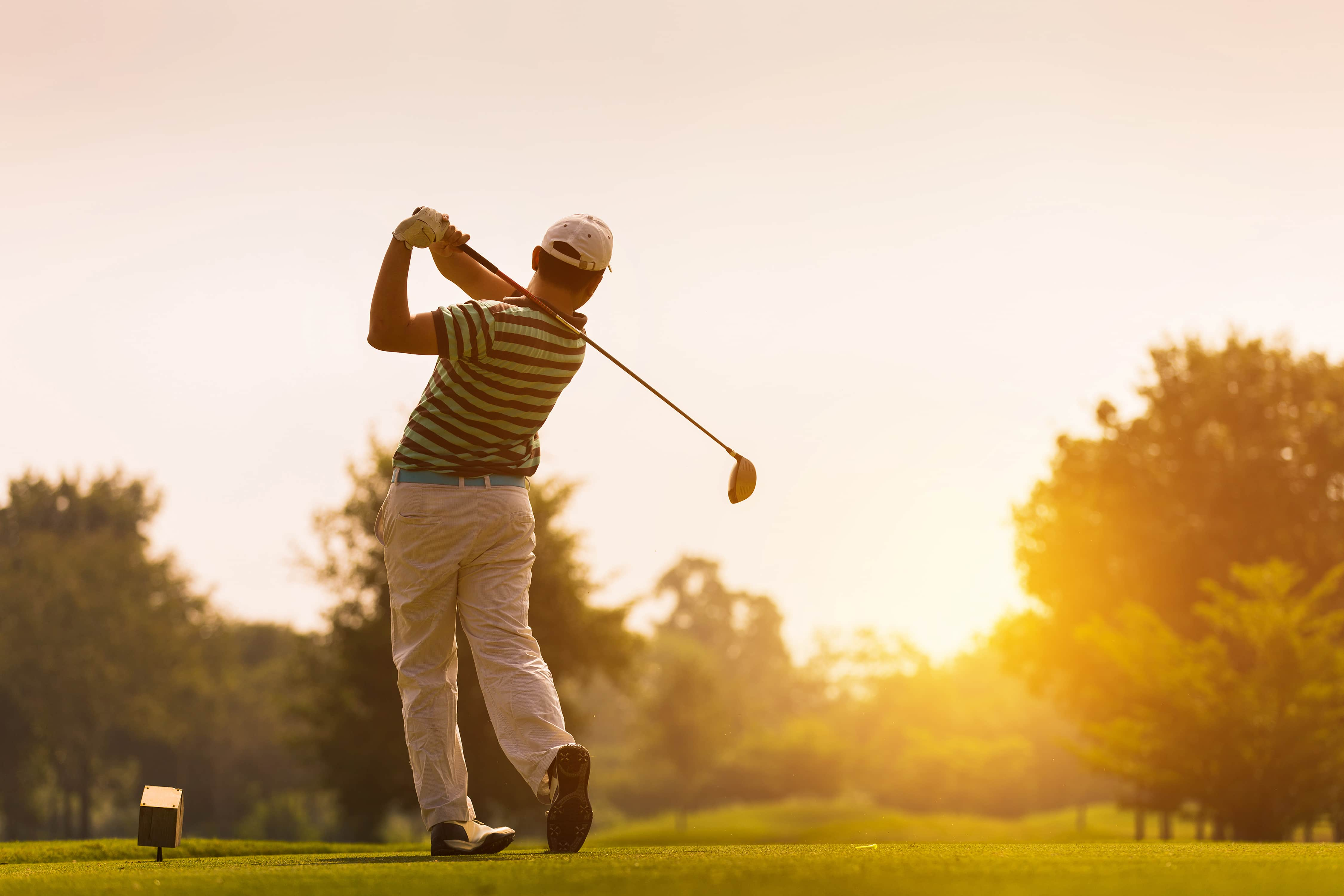 Playing Golf and Knee Pain - Hello Doktor