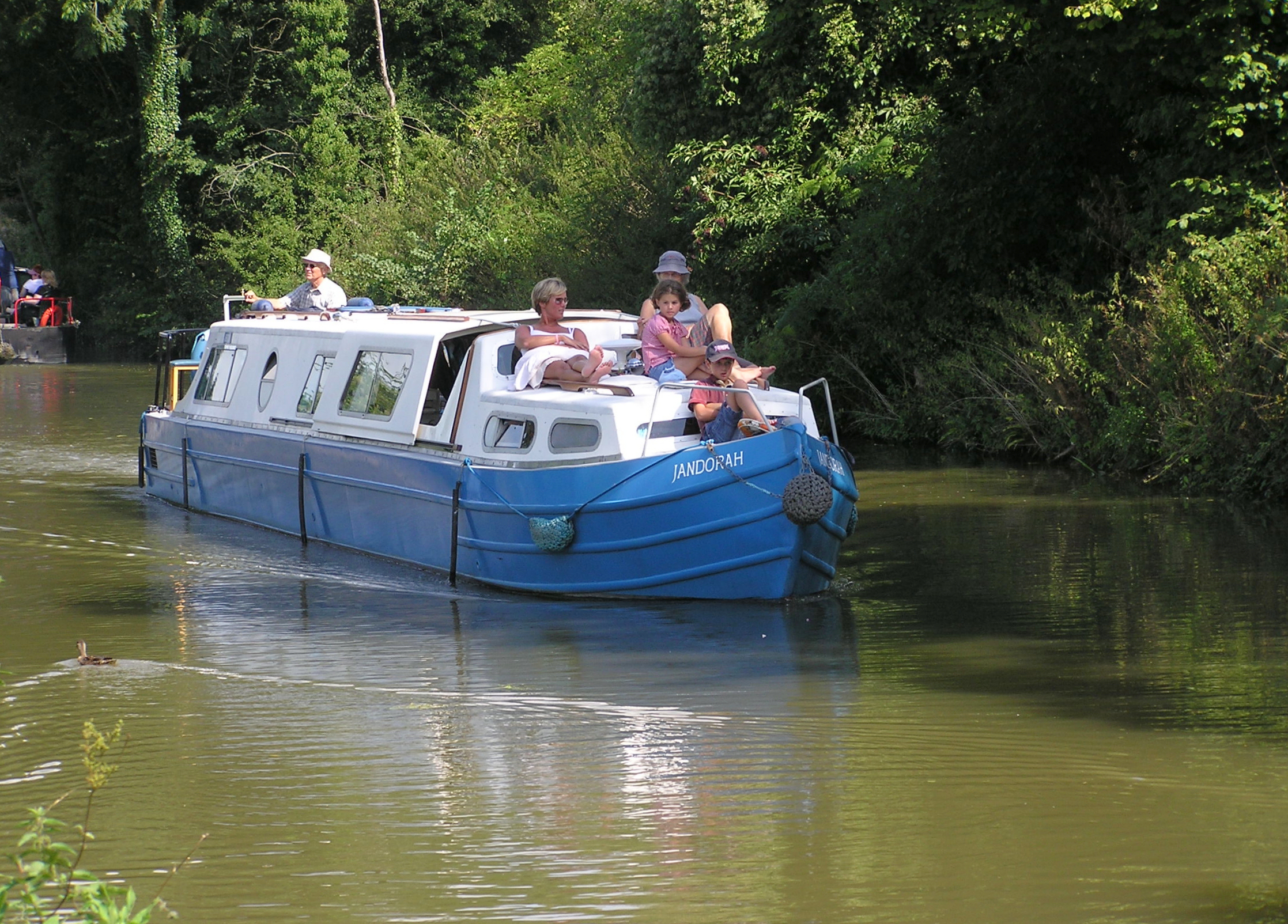 File:Pleasure boat on the kennetandavon canal arp.jpg - Wikimedia ...
