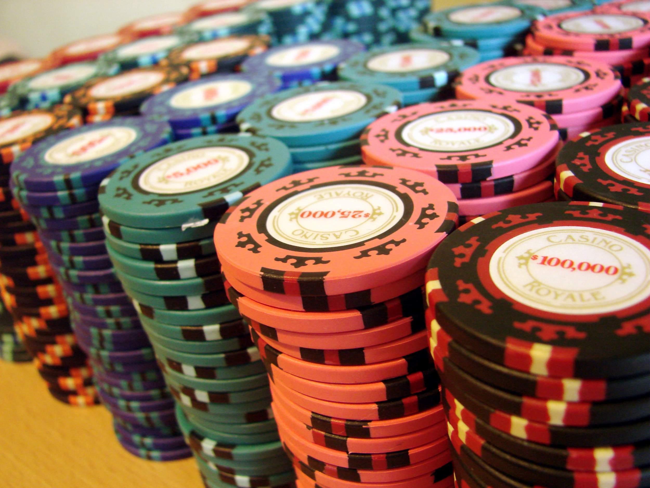starboardprokids.eu : Piece Casino Royale Clay Poker Chip Set ...