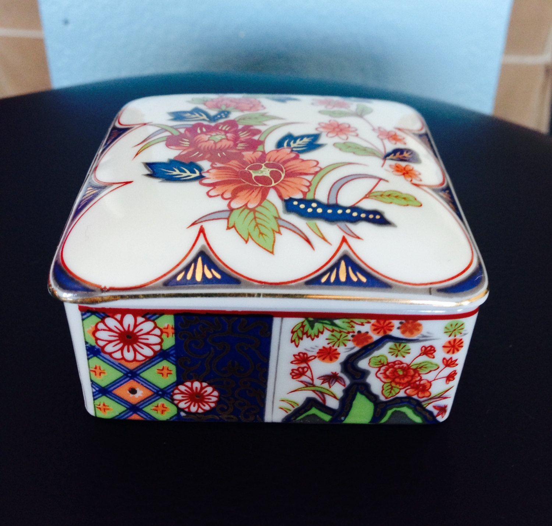 Porcelain i boxes photo
