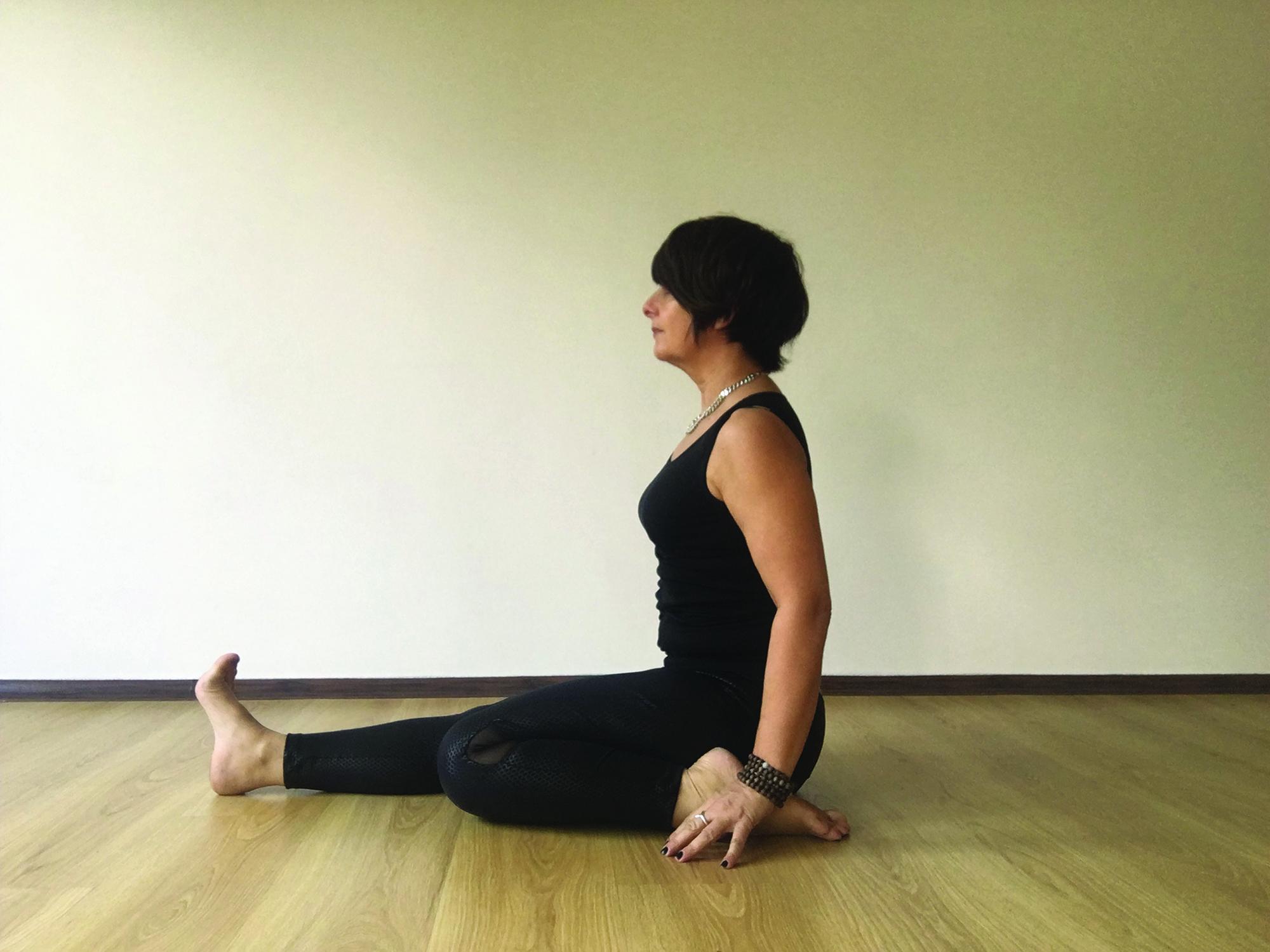 HALF SADDLE/HERO POSE - Yoga Magazine
