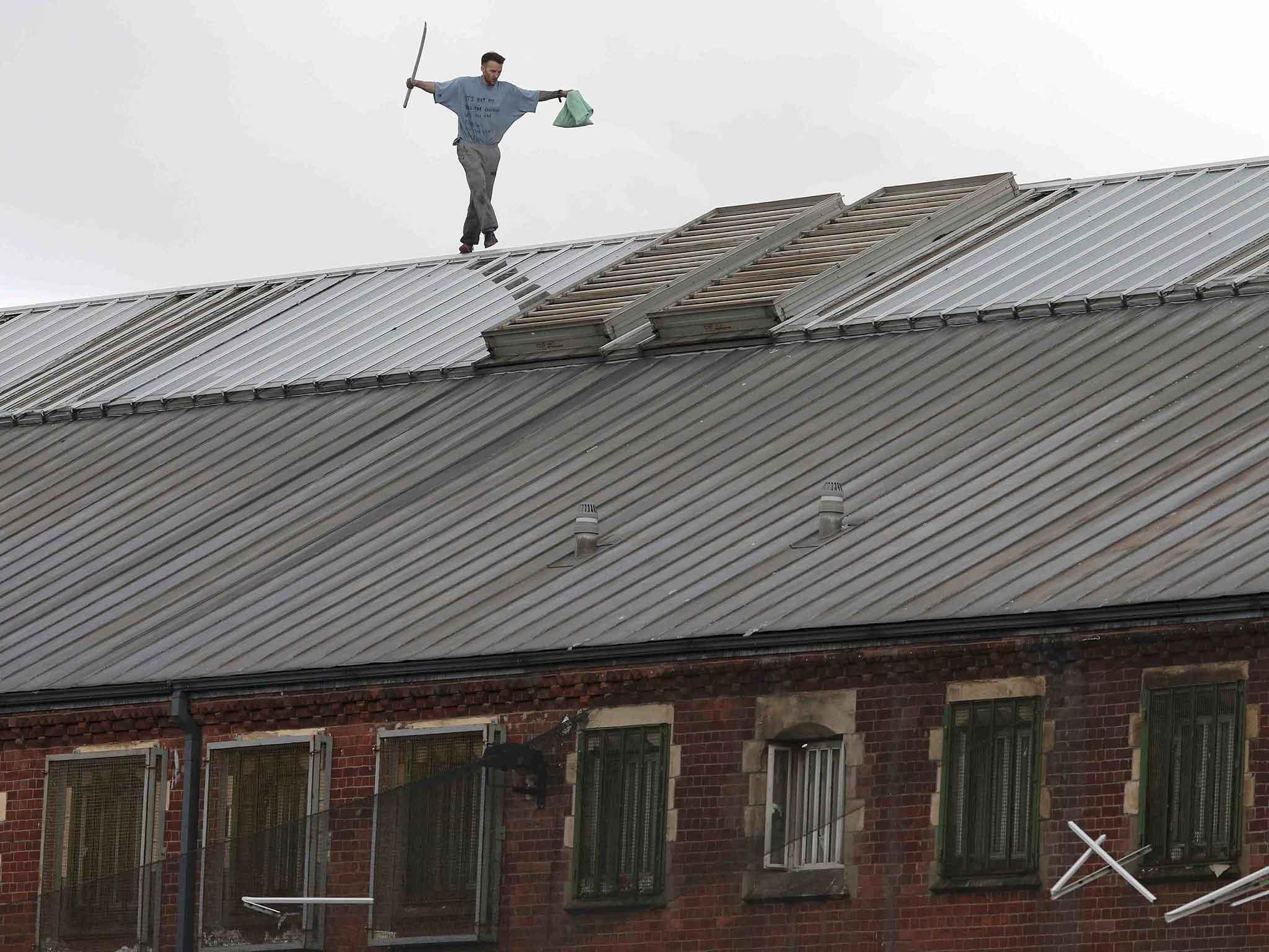 Strangeways: Convicted killer Stuart Horner continues rooftop ...